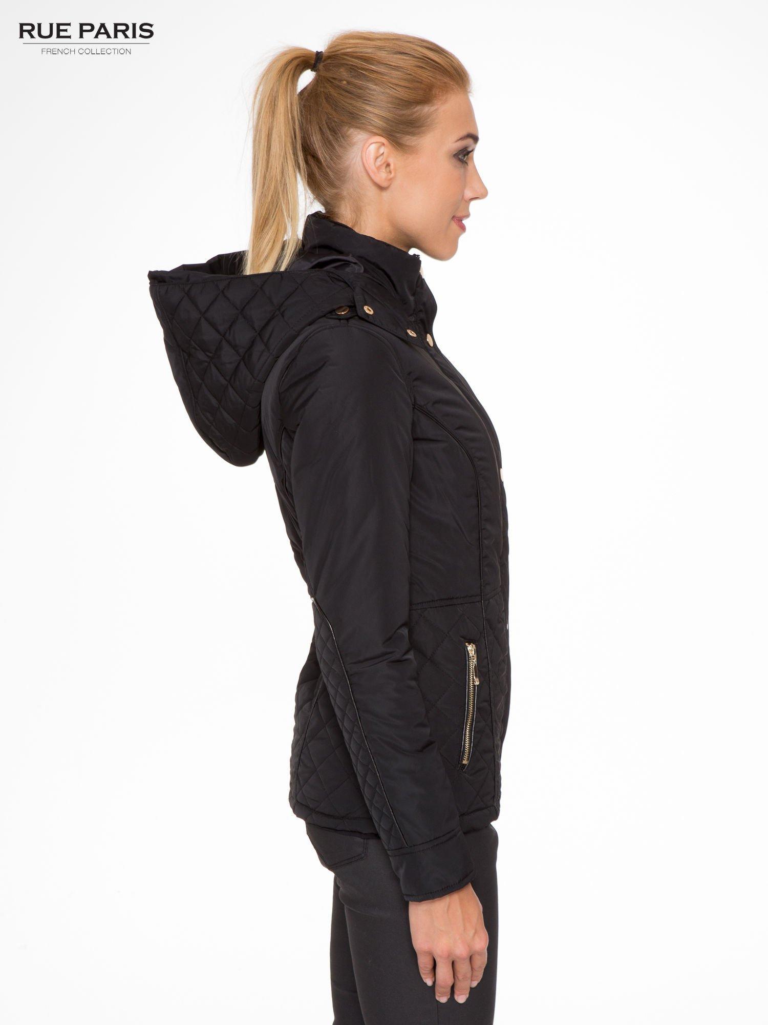 Czarna kurtka z pikowanymi wstawkami i skórzaną lamówką                                  zdj.                                  3