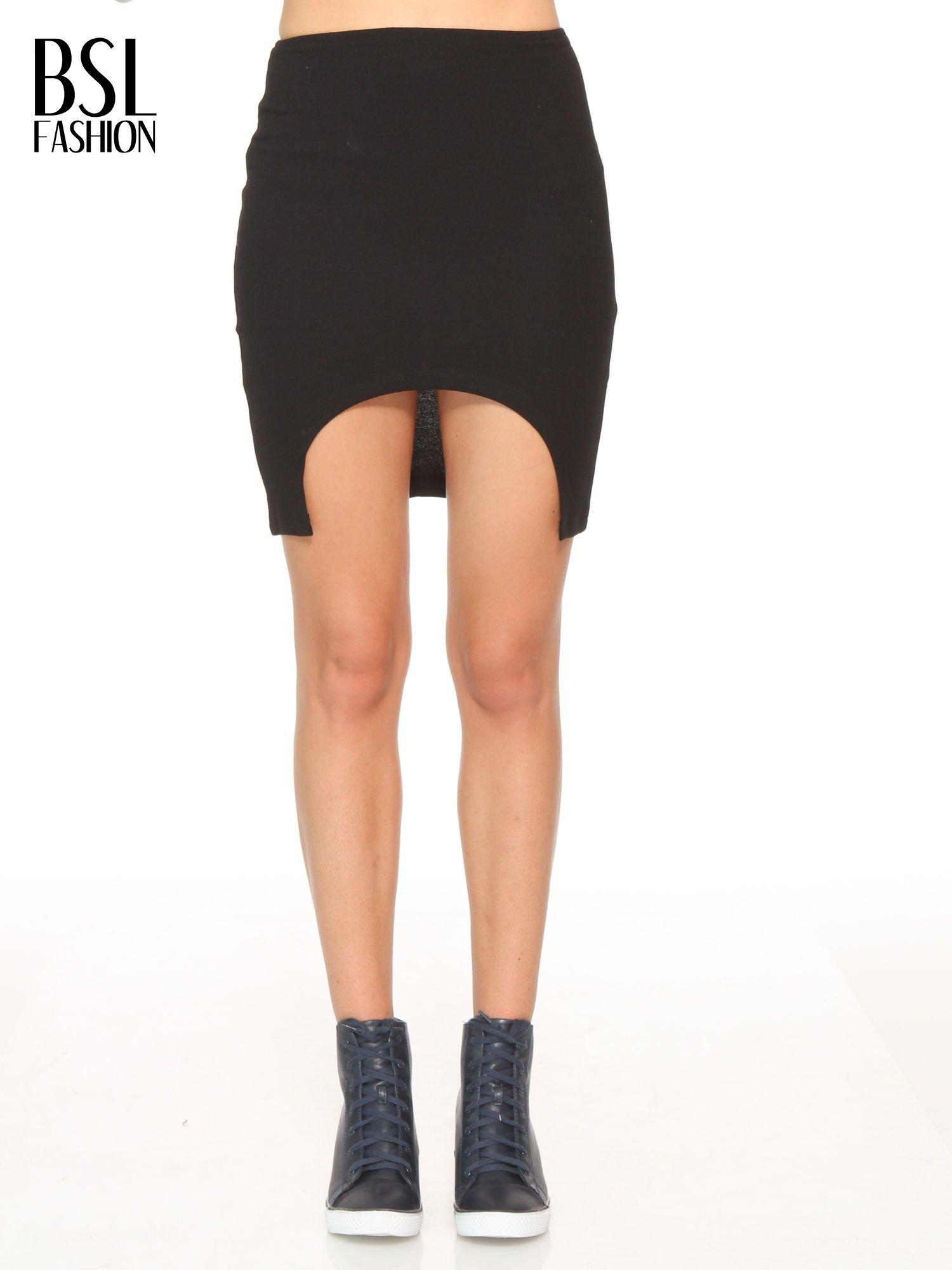 Czarna mini spódnica z wycięciem z przodu                                  zdj.                                  1