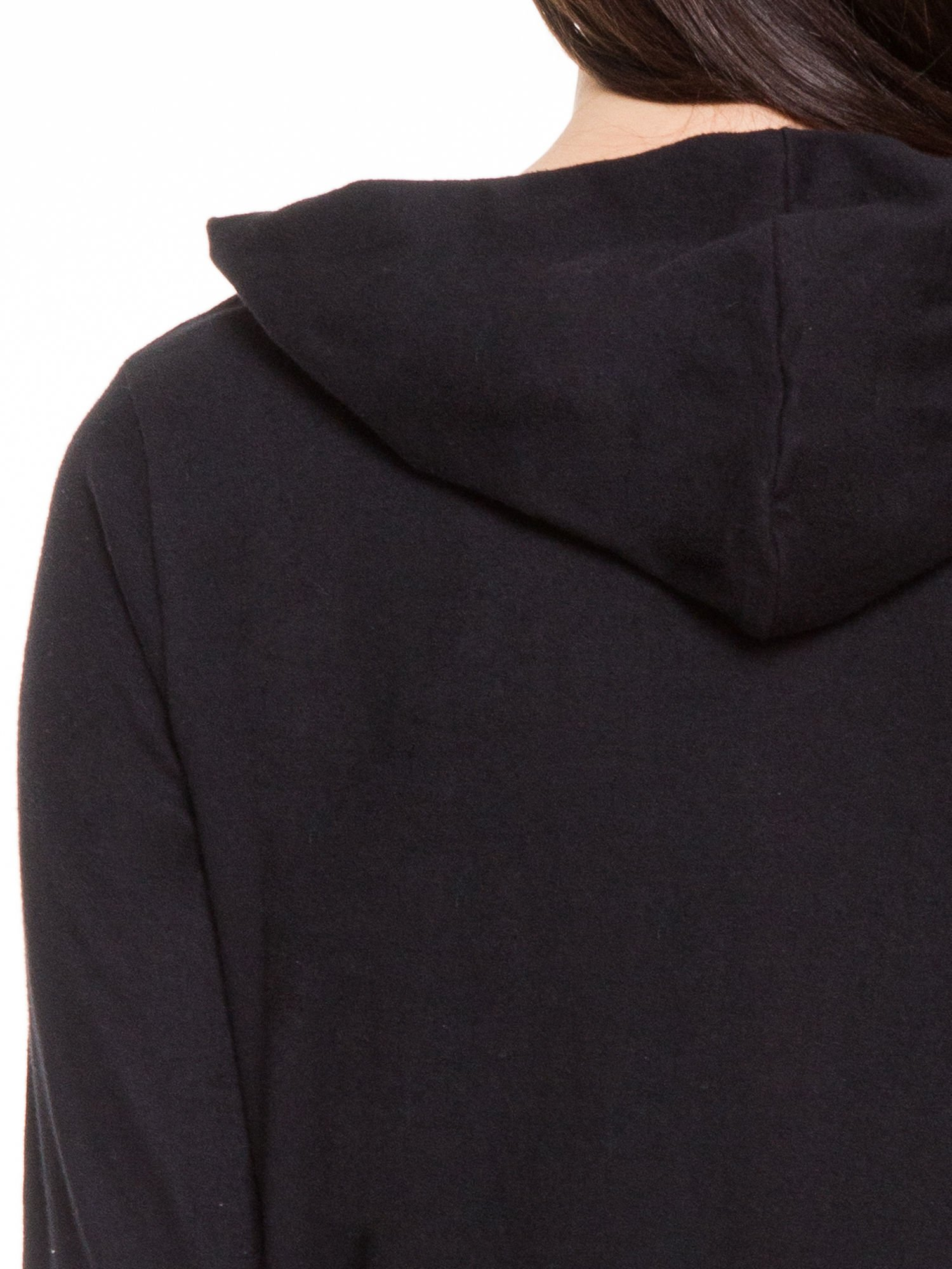 Czarna otwarta bluza dresowa z kapturem                                  zdj.                                  6
