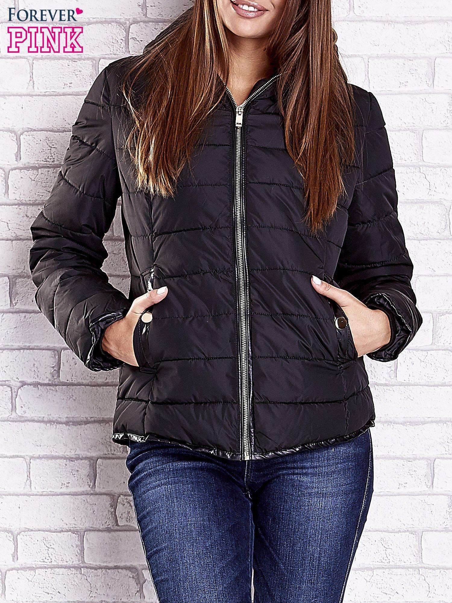 Czarna pikowana kurtka ze złotymi suwakami                                  zdj.                                  1