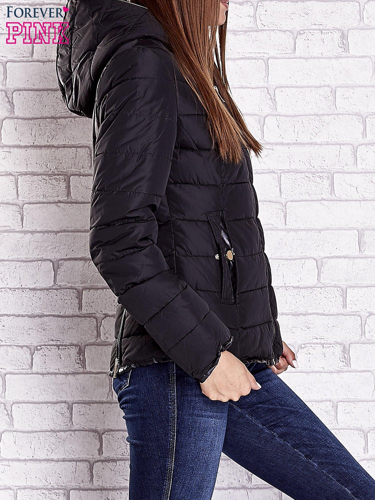 Czarna pikowana kurtka ze złotymi suwakami                                  zdj.                                  3