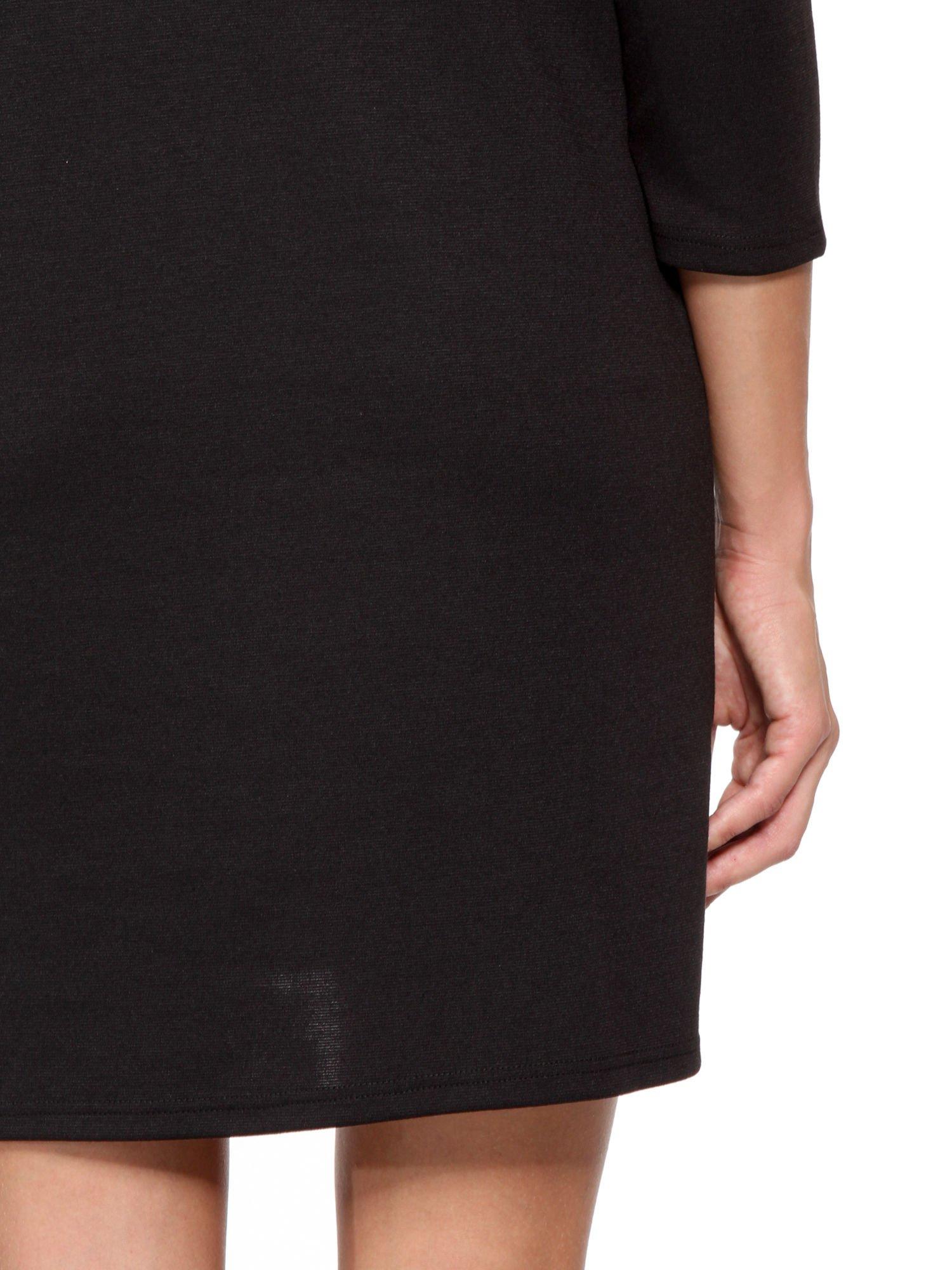 Czarna prosta sukienka z rękawami 3/4                                  zdj.                                  10