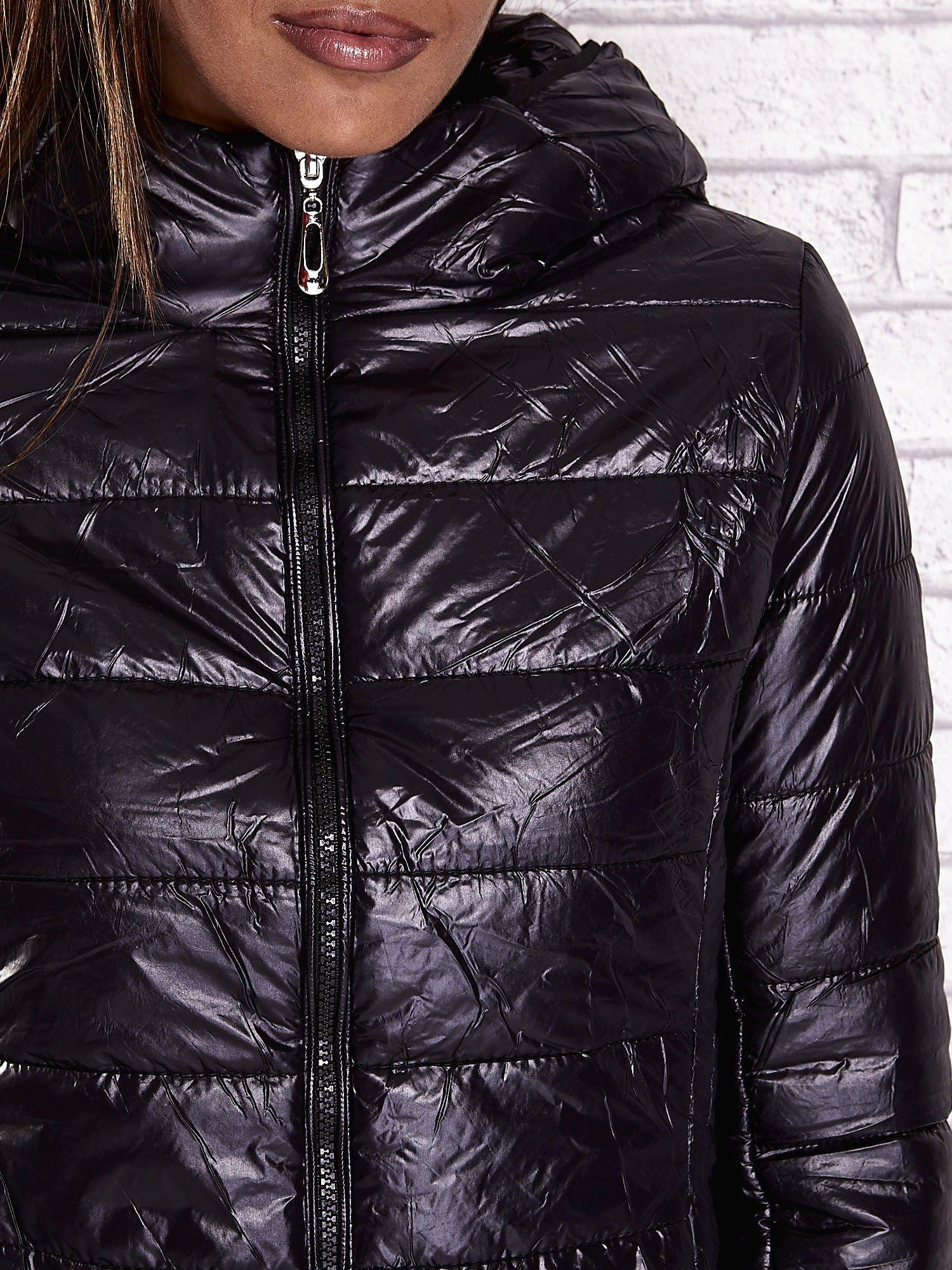 Czarna przejściowa kurtka z kapturem i kieszeniami                                  zdj.                                  10