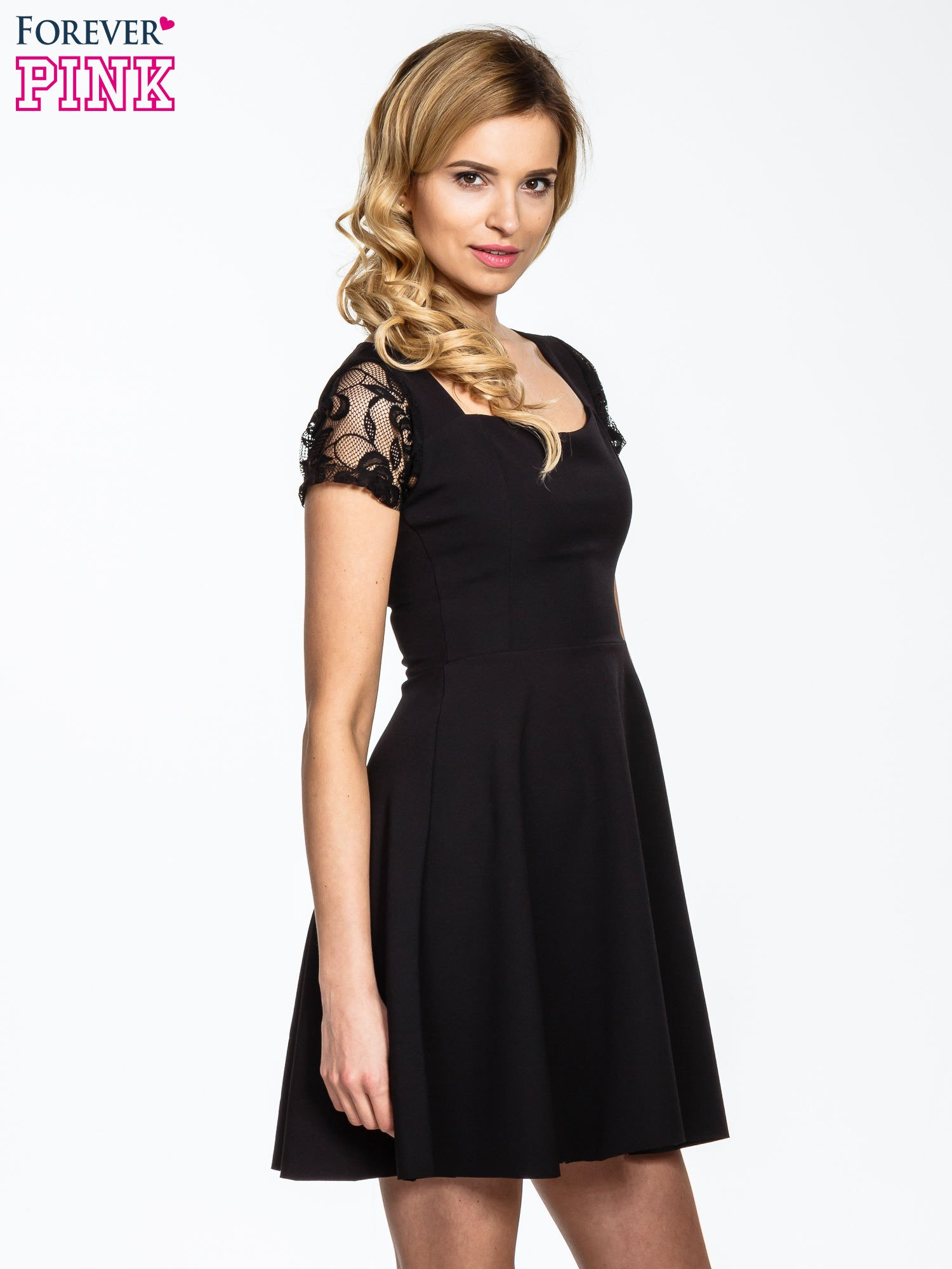 Czarna rozkloszowana sukienka z kwadratowym dekoltem                                  zdj.                                  3
