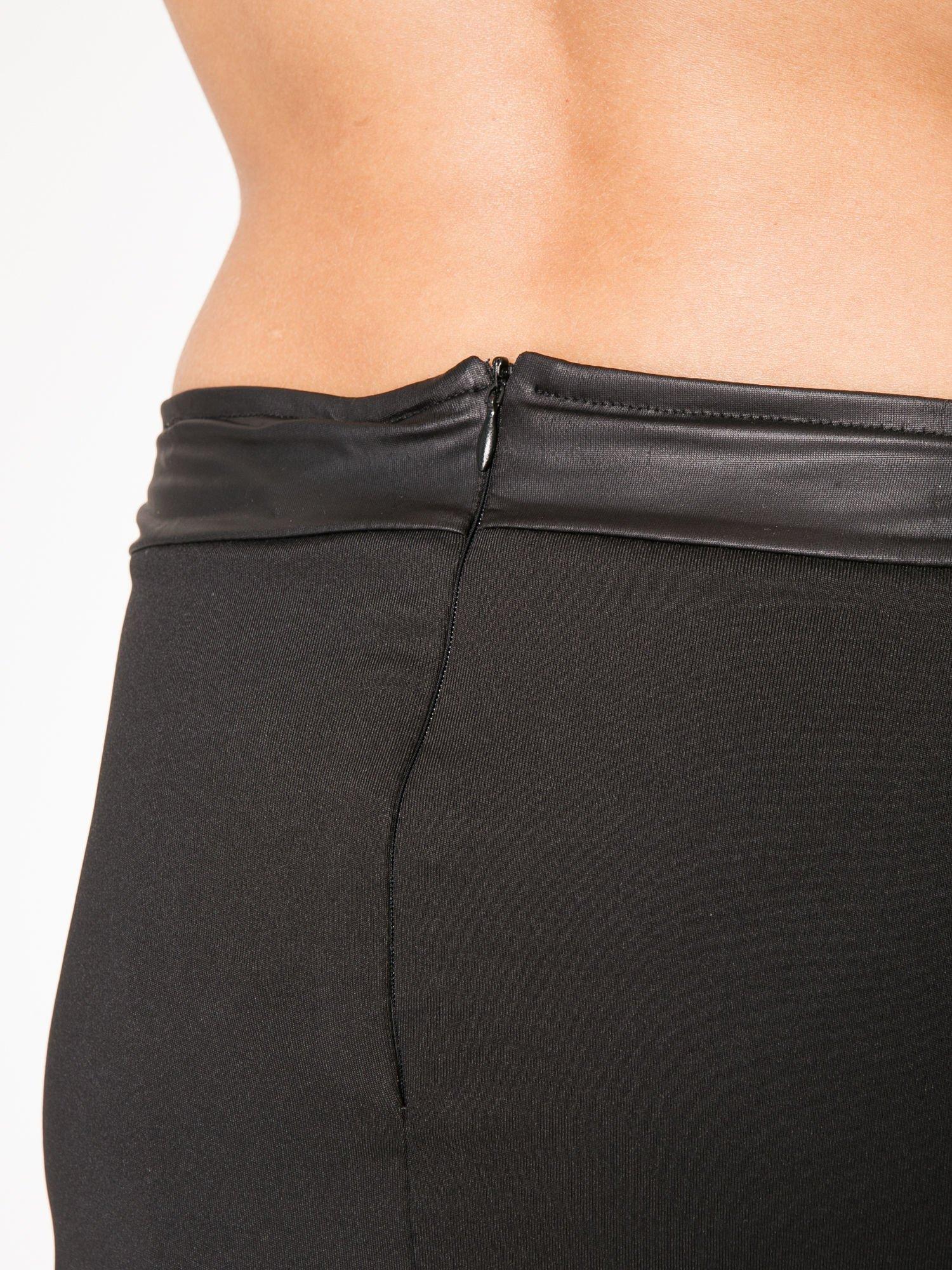 Czarna spódnica kopertowa ze skórzanym pasem                                  zdj.                                  6