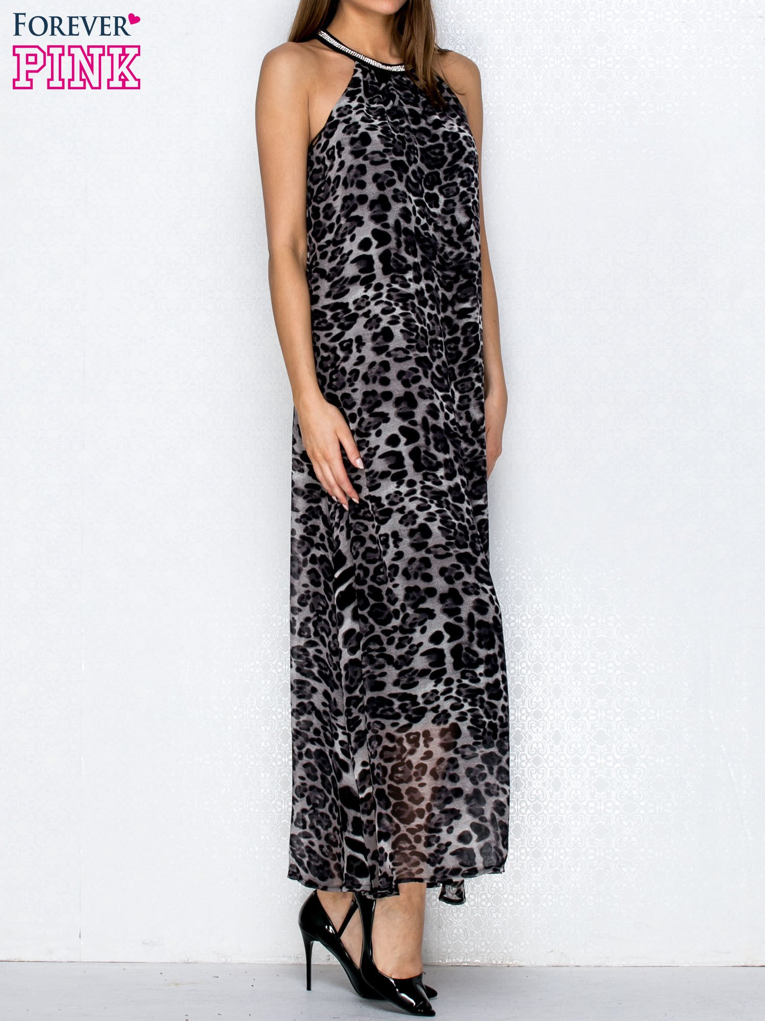 Czarna sukienka maxi w panterę z biżuteryjnym dekoltem                                  zdj.                                  3