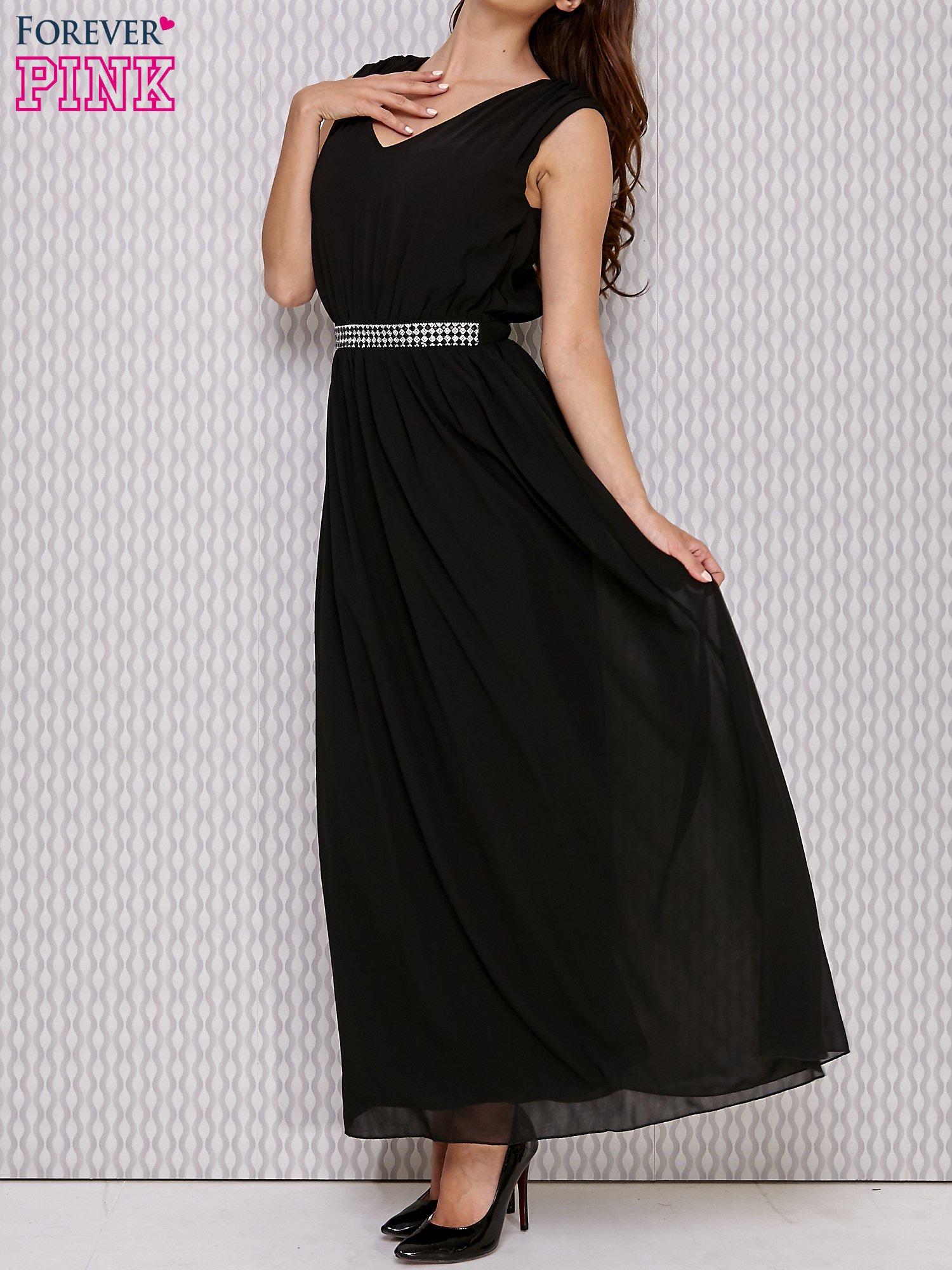 Czarna sukienka maxi z biżuteryjnym pasem                                  zdj.                                  1
