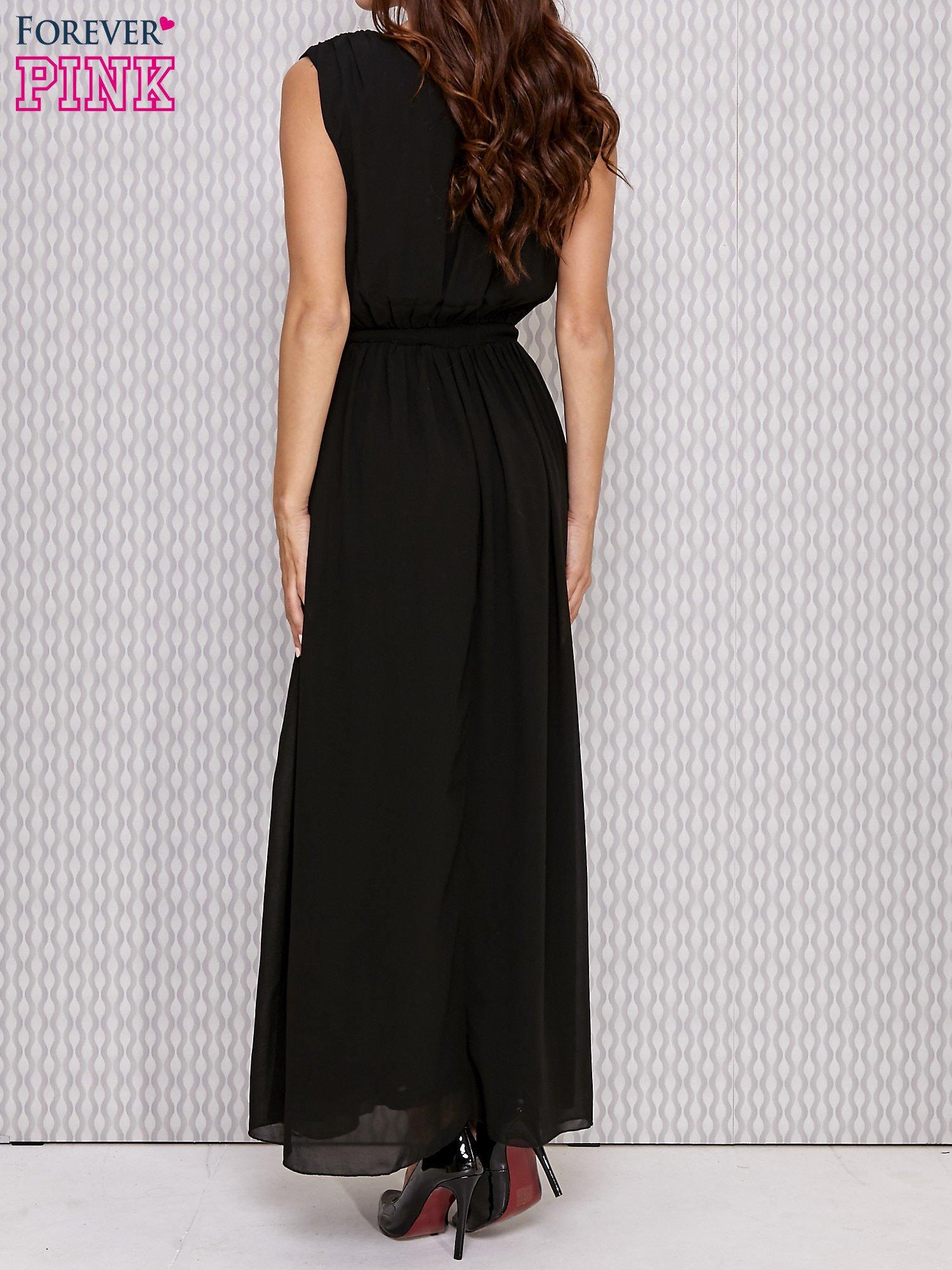 Czarna sukienka maxi z biżuteryjnym pasem                                  zdj.                                  3