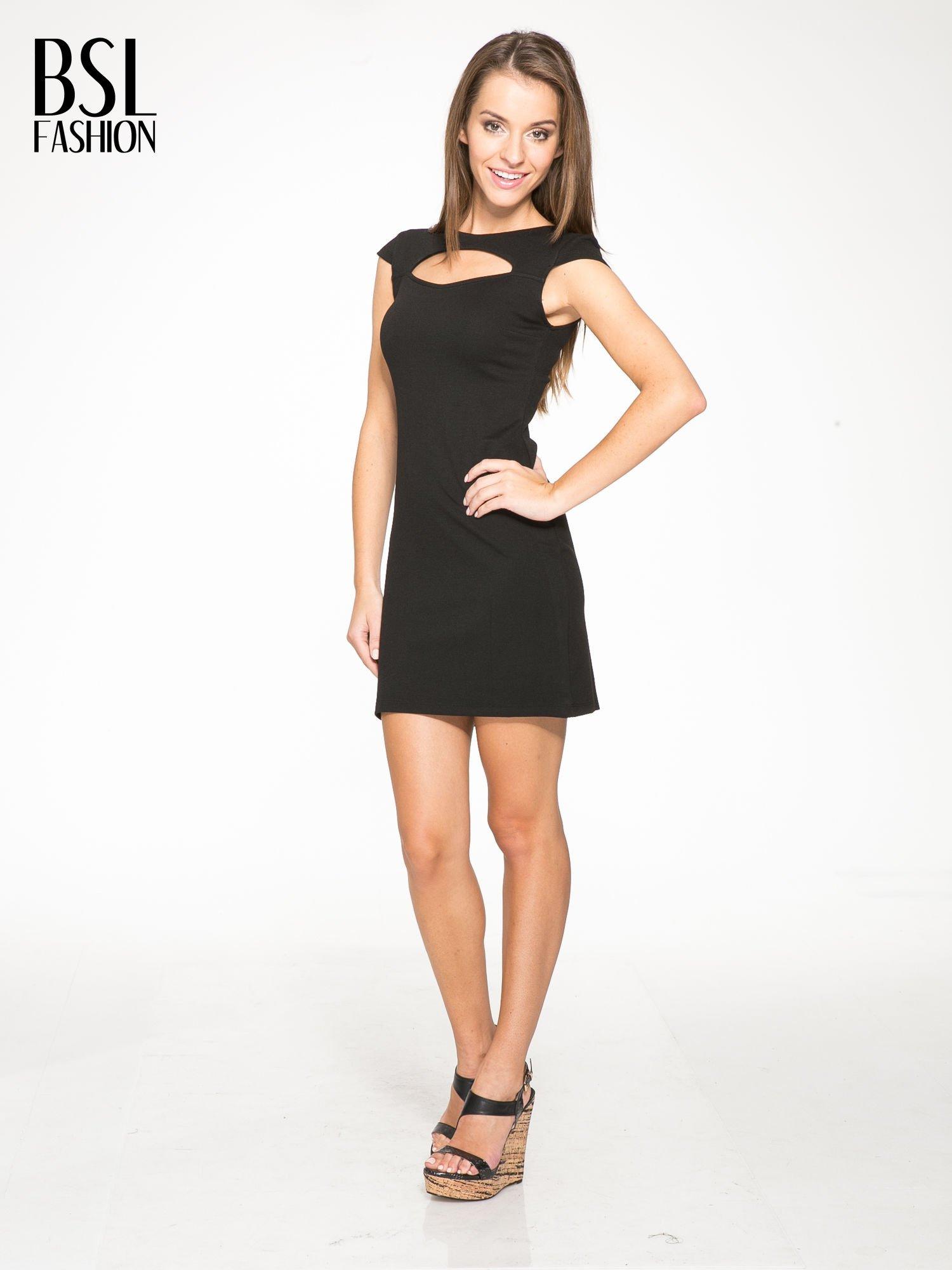 Czarna sukienka tuba z dekoltem cut out                                  zdj.                                  2