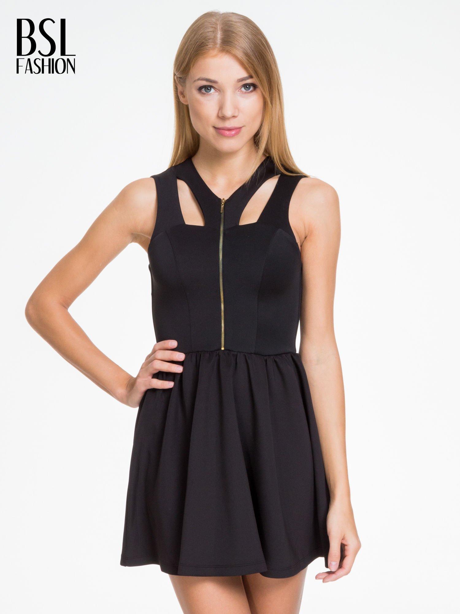 Czarna sukienka z dekoltem cut out i złotym zipem                                  zdj.                                  1