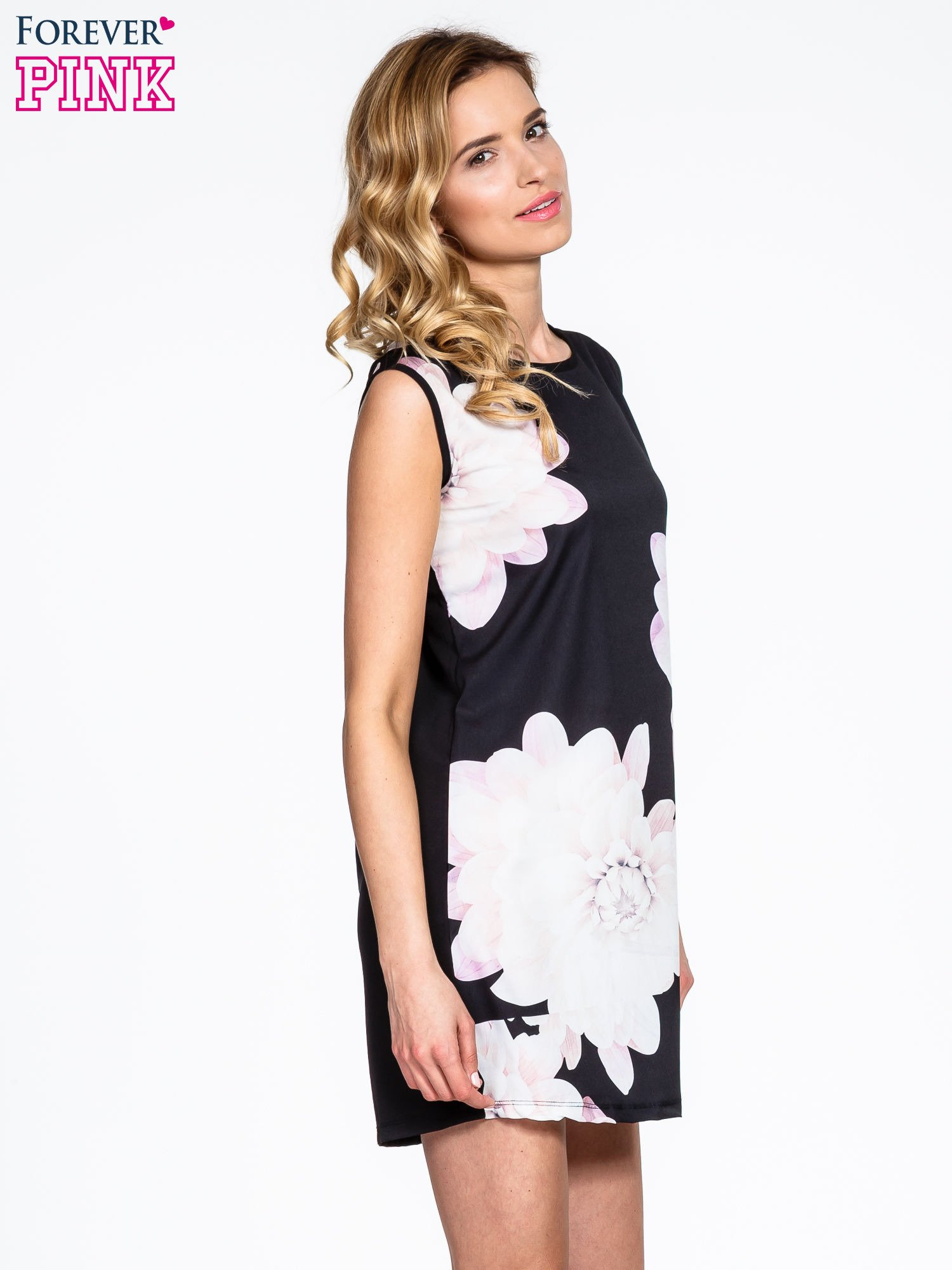 Czarna sukienka z dużym nadrukiem kwiatowym                                  zdj.                                  3