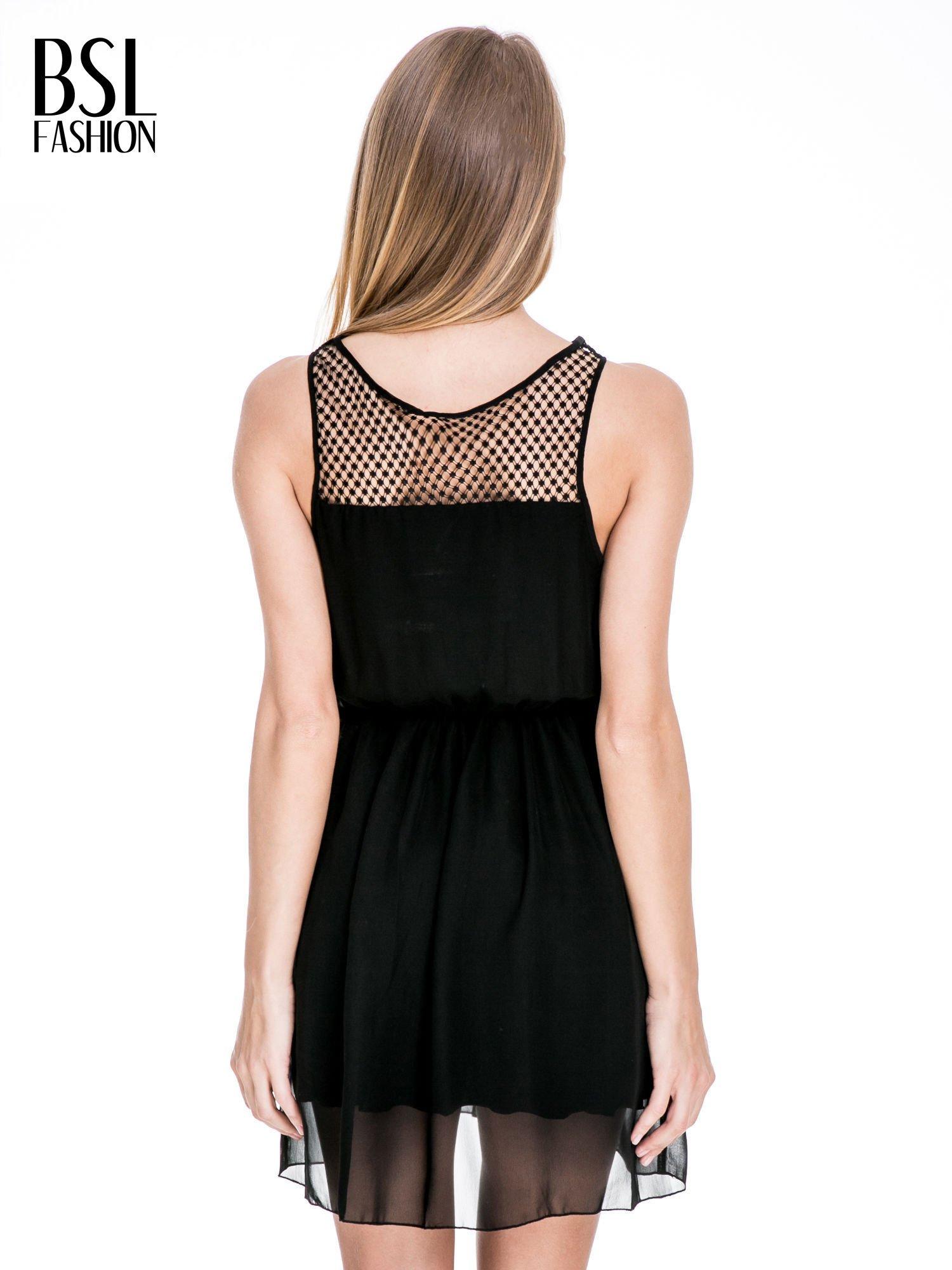 Czarna sukienka z koronkowym karczkiem                                  zdj.                                  4