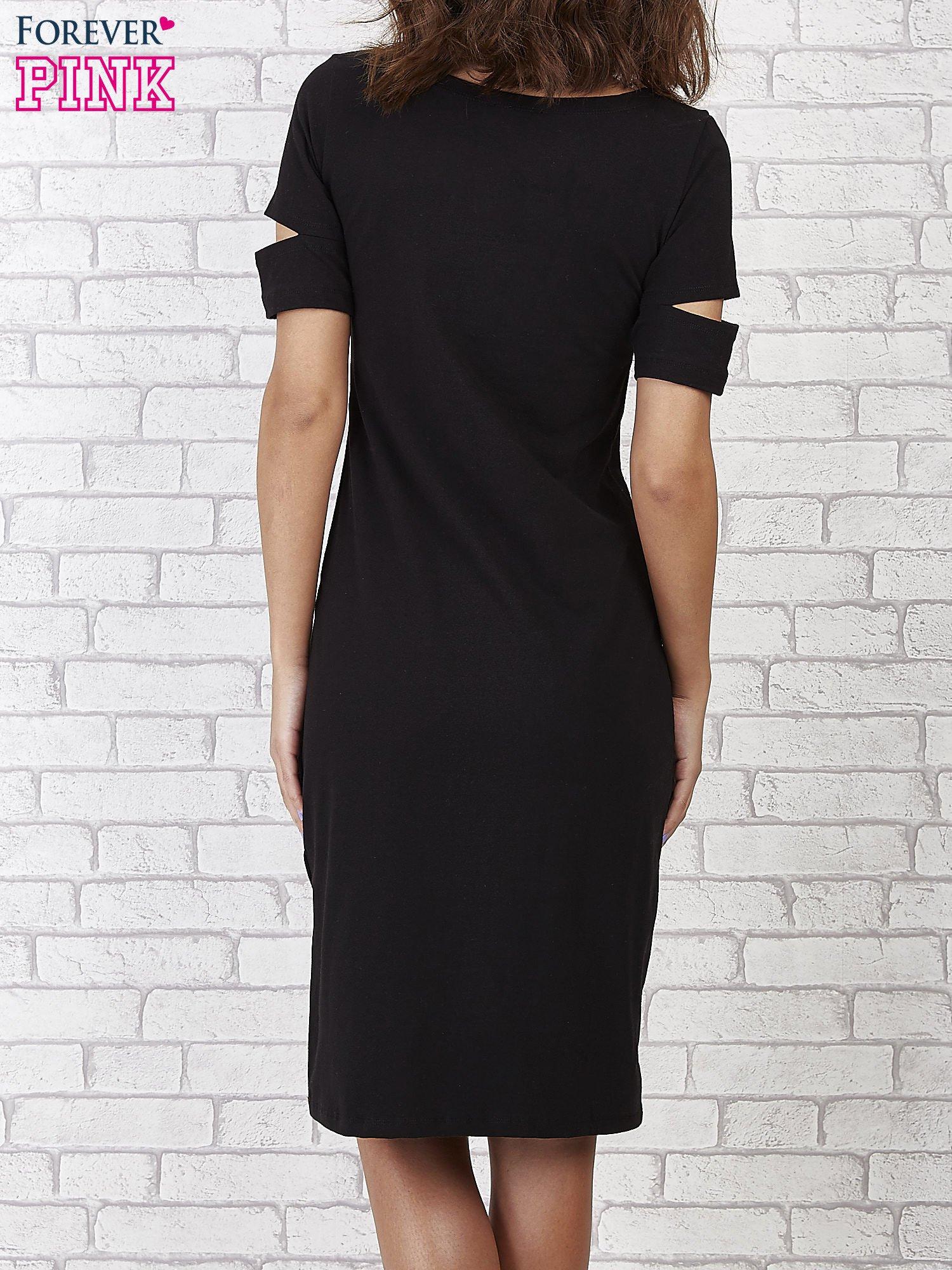 Czarna sukienka z rozcięciami na rękawach                                  zdj.                                  2