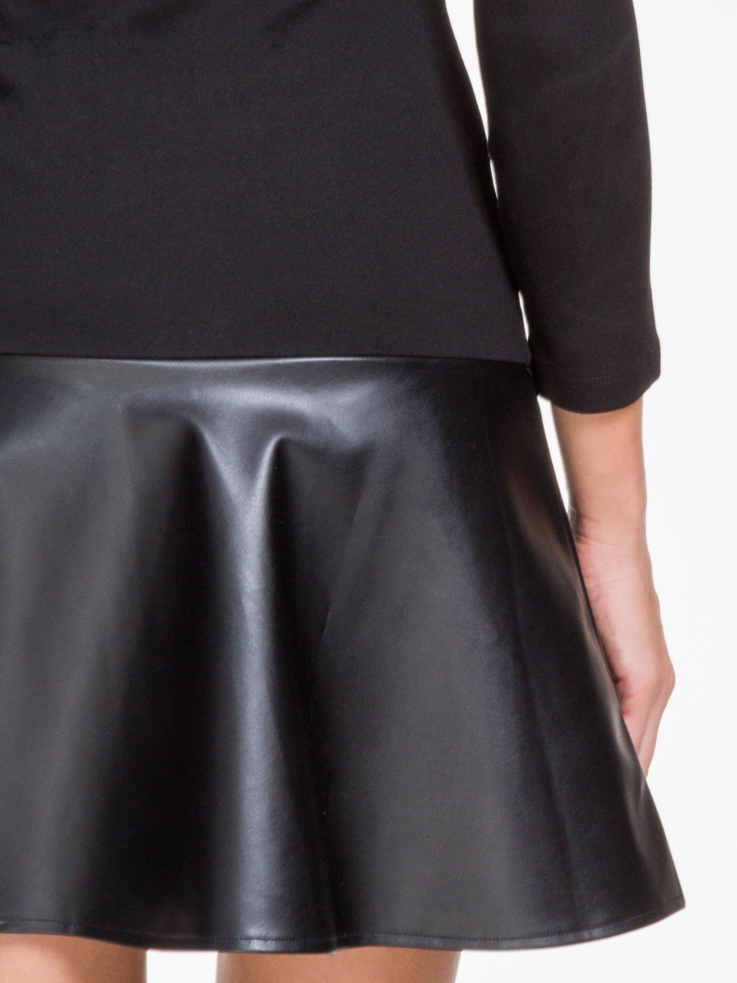 Czarna sukienka z rozkloszowanym dołem ze skóry                                  zdj.                                  9