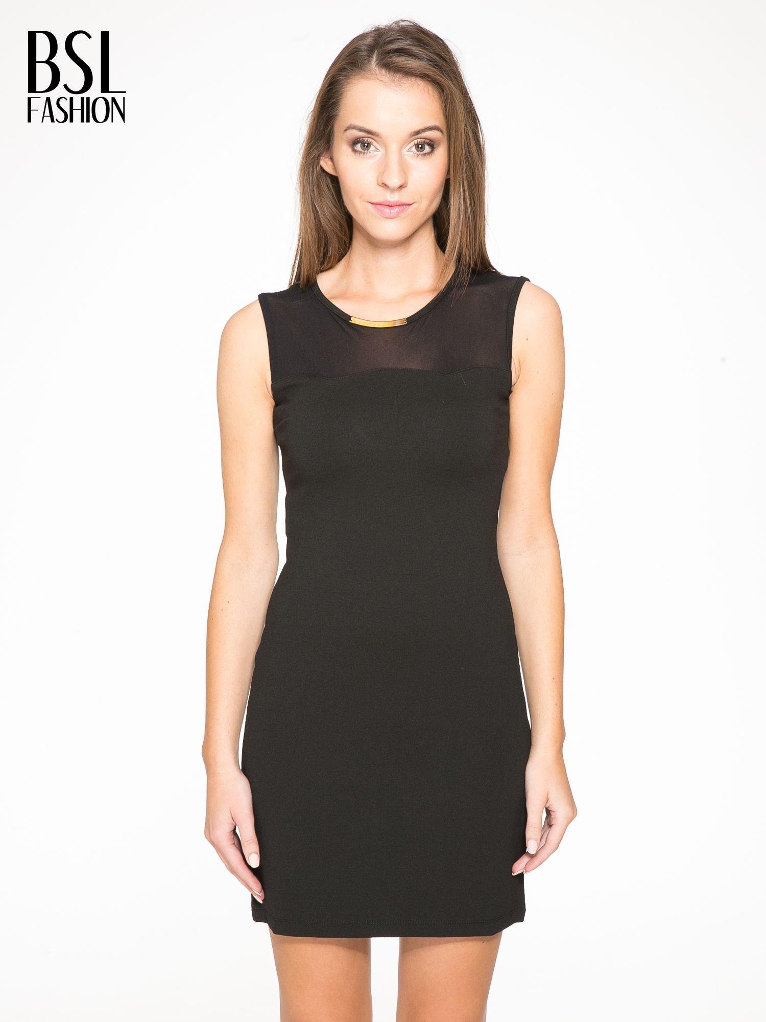 Czarna sukienka z siateczkowymi wstawkami na dekolcie i plecach                                  zdj.                                  1