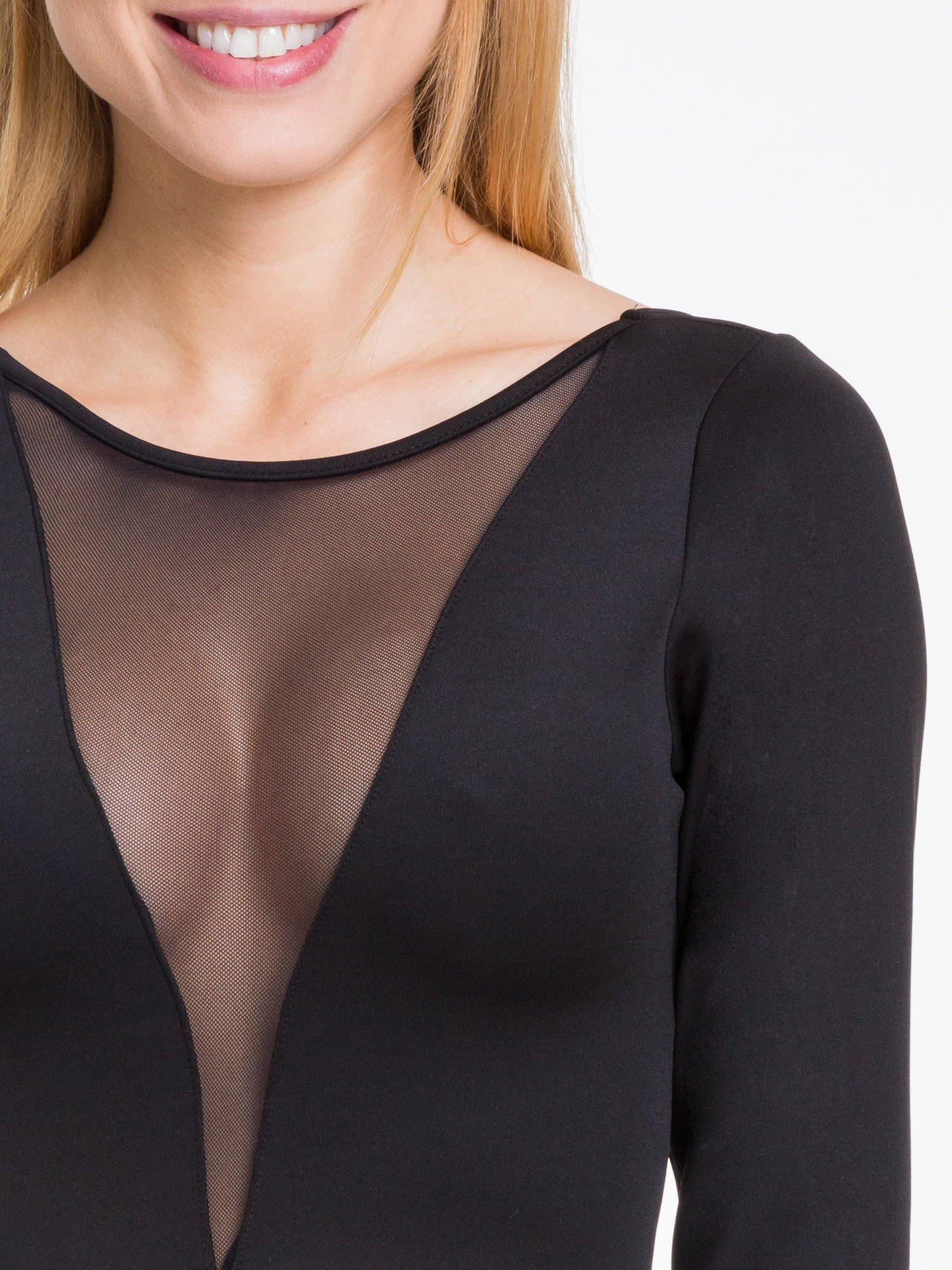 Czarna sukienka z tiulowym głębokim dekoltem                                  zdj.                                  5