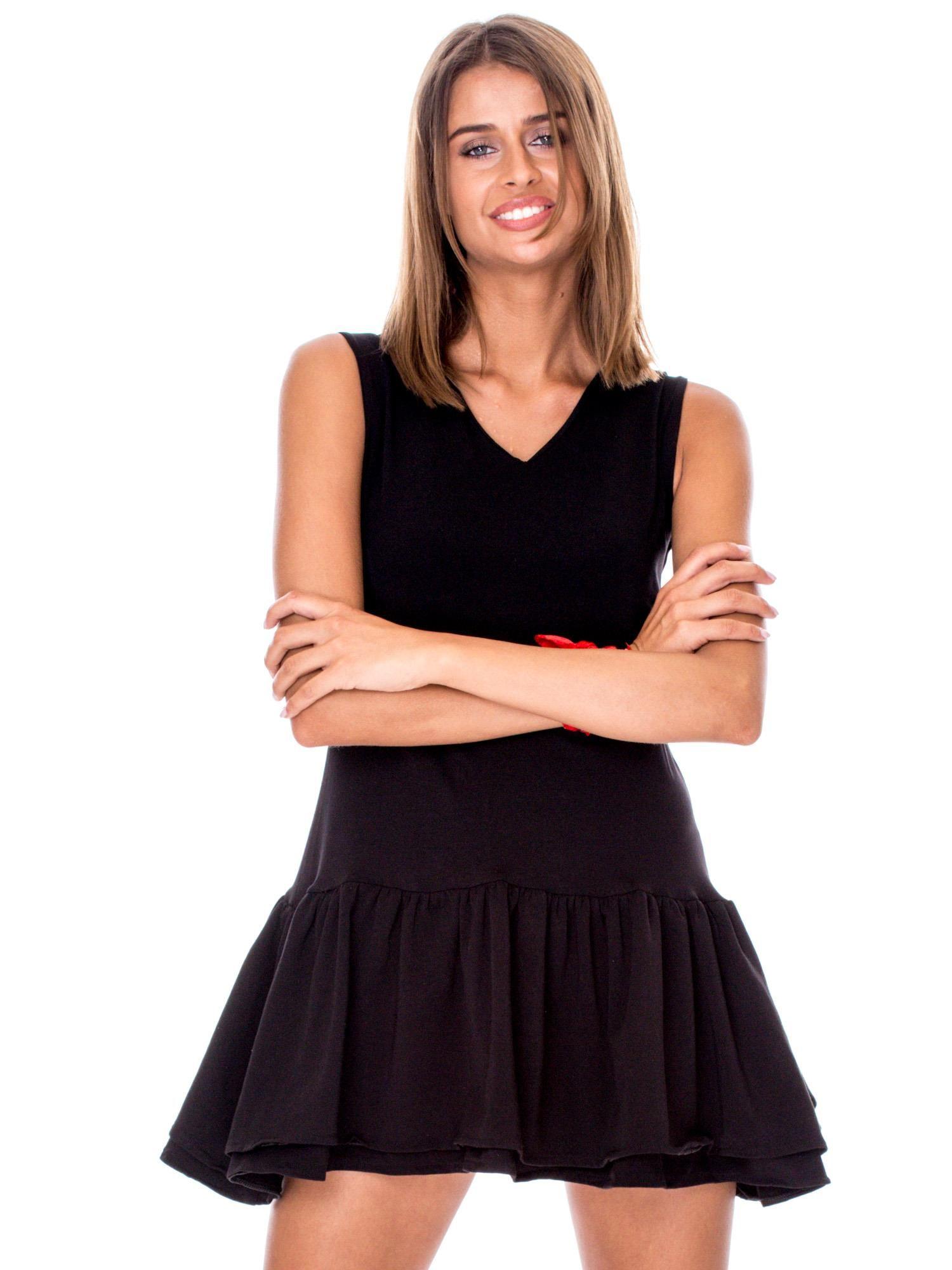 35823164a4 Czarna sukienka z warstwowymi falbanami - Sukienka na co dzień ...