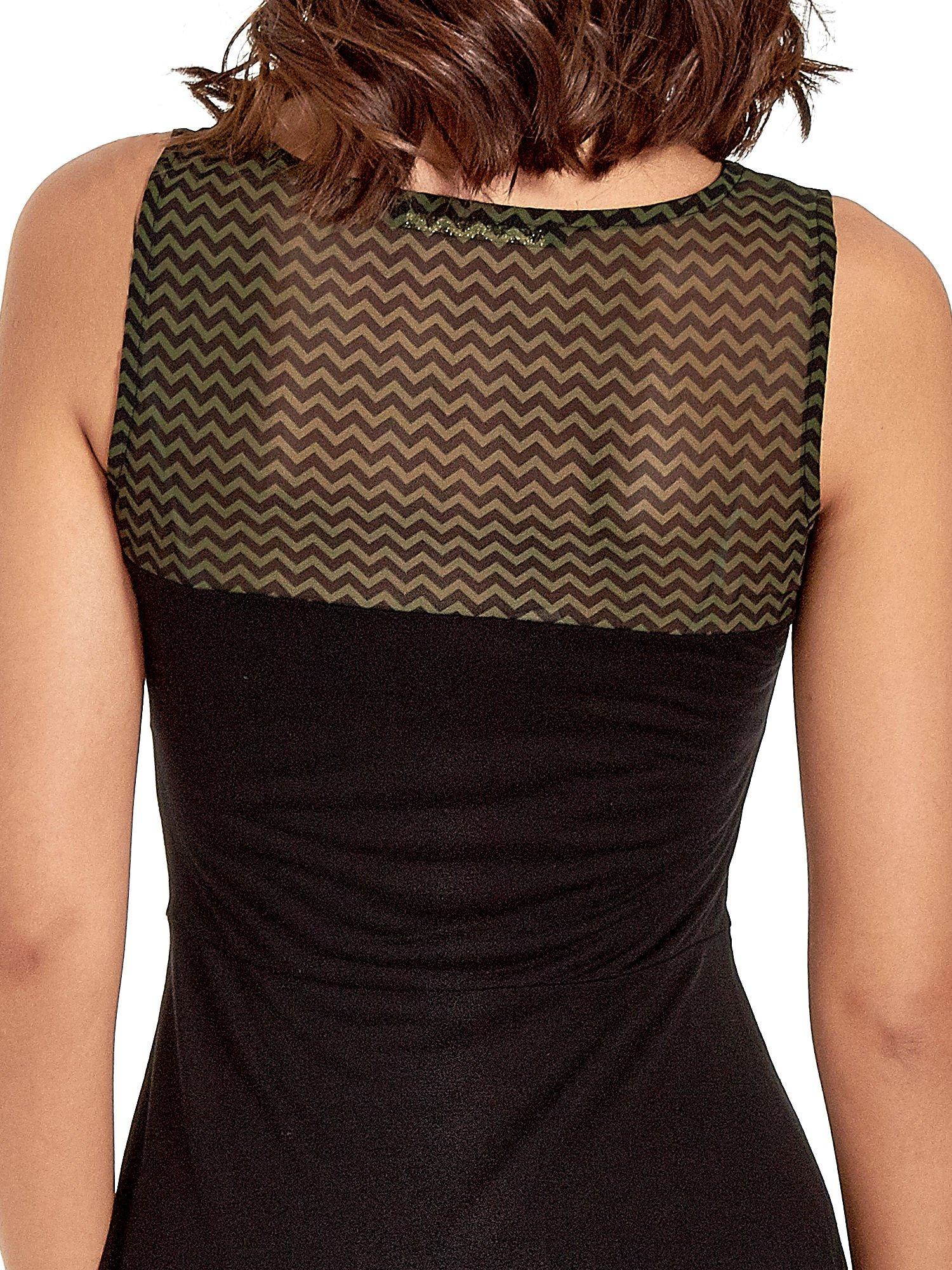 Czarna sukienka z zieloną wstawką na górze i falbaną                                  zdj.                                  6