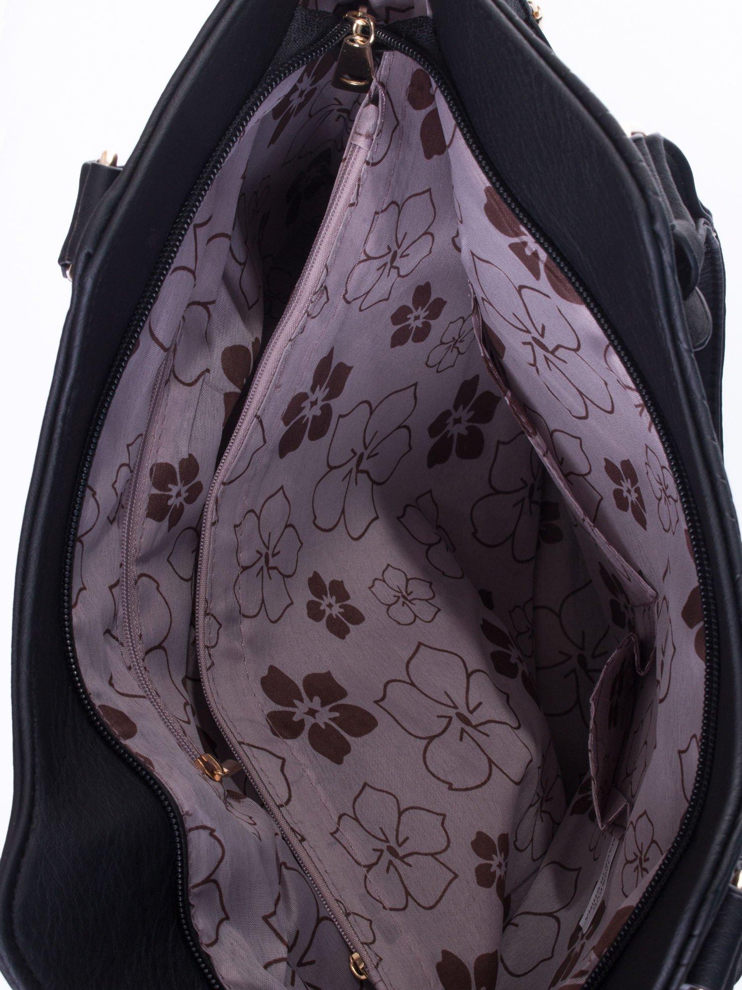 Czarna torebka fakturowana w pasy                                   zdj.                                  5
