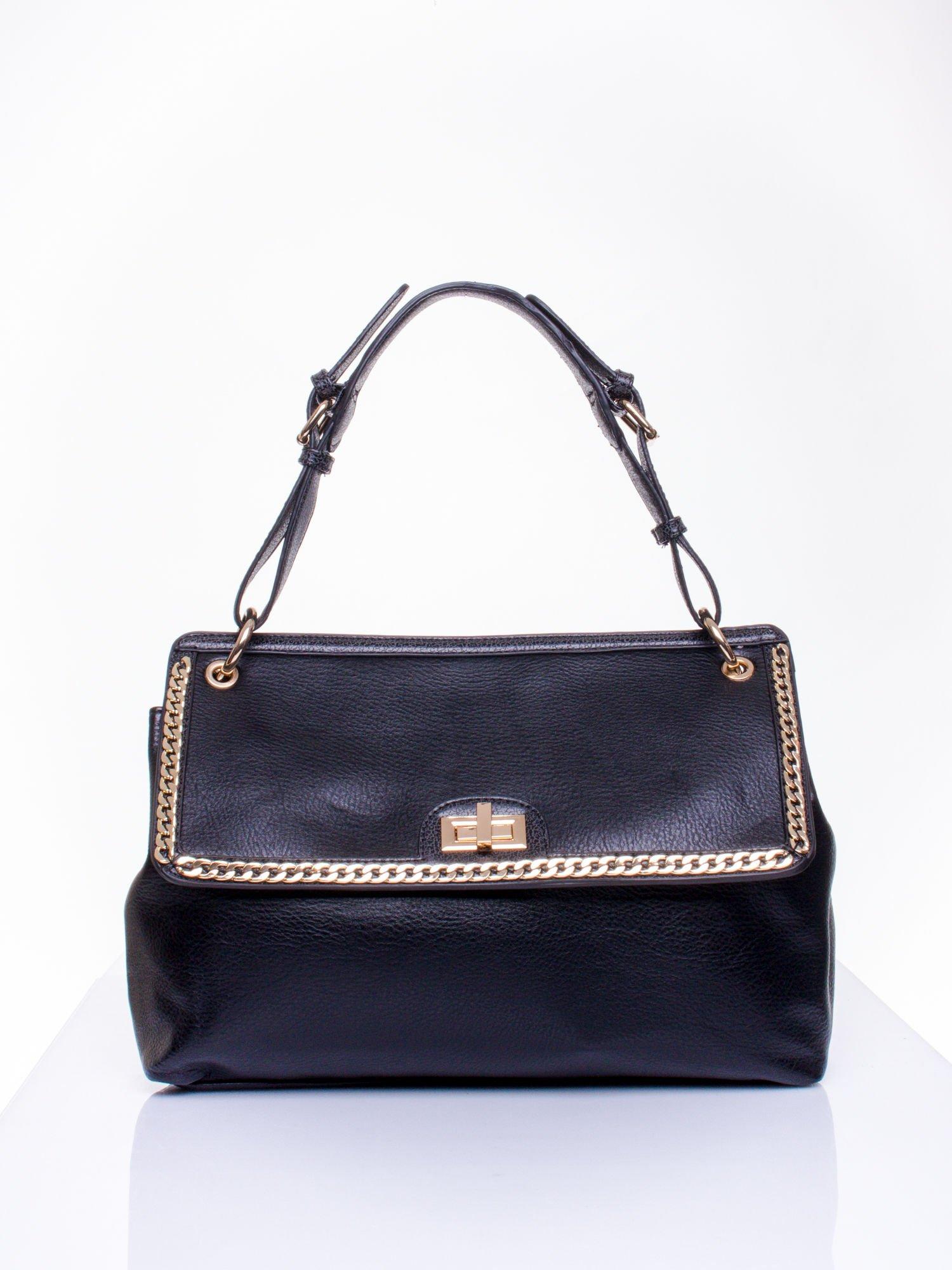 Czarna torebka kuferek ze złotym łańcuszkiem                                  zdj.                                  1