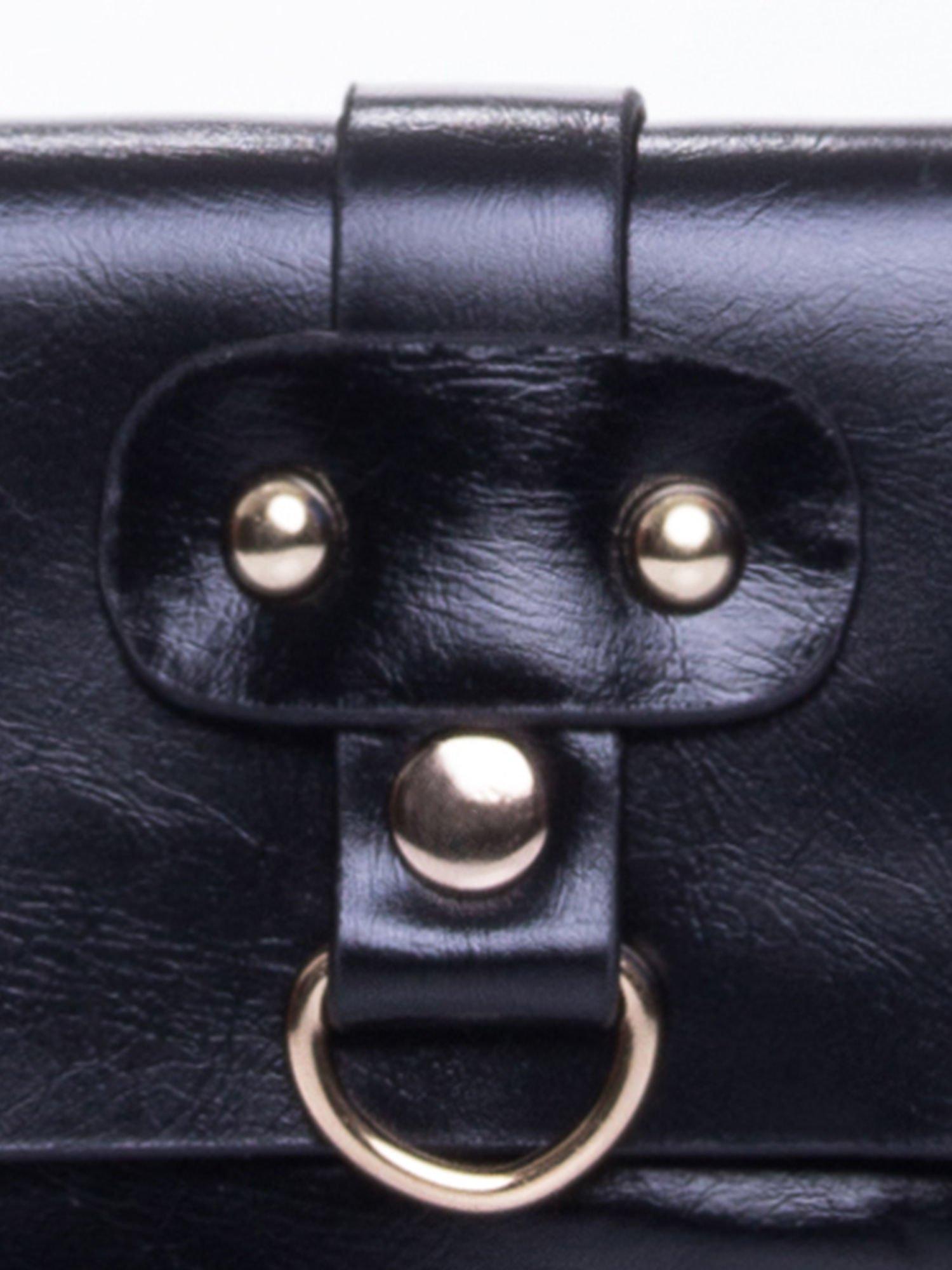 Czarna torebka listonoszka z klapką                                  zdj.                                  7