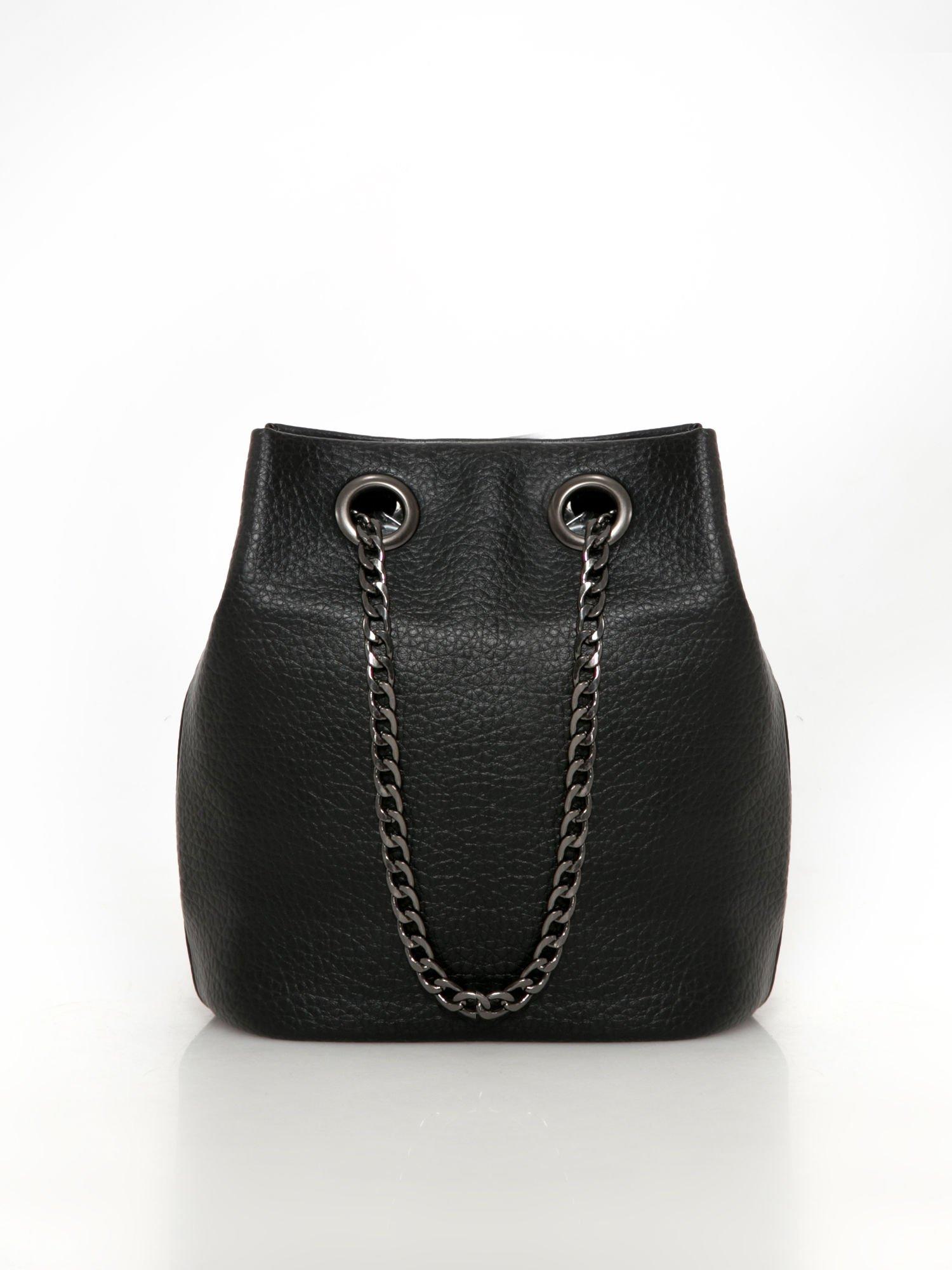 a0236cc92a80c Czarna torebka typu worek na łańcuszku - Akcesoria torba - sklep ...