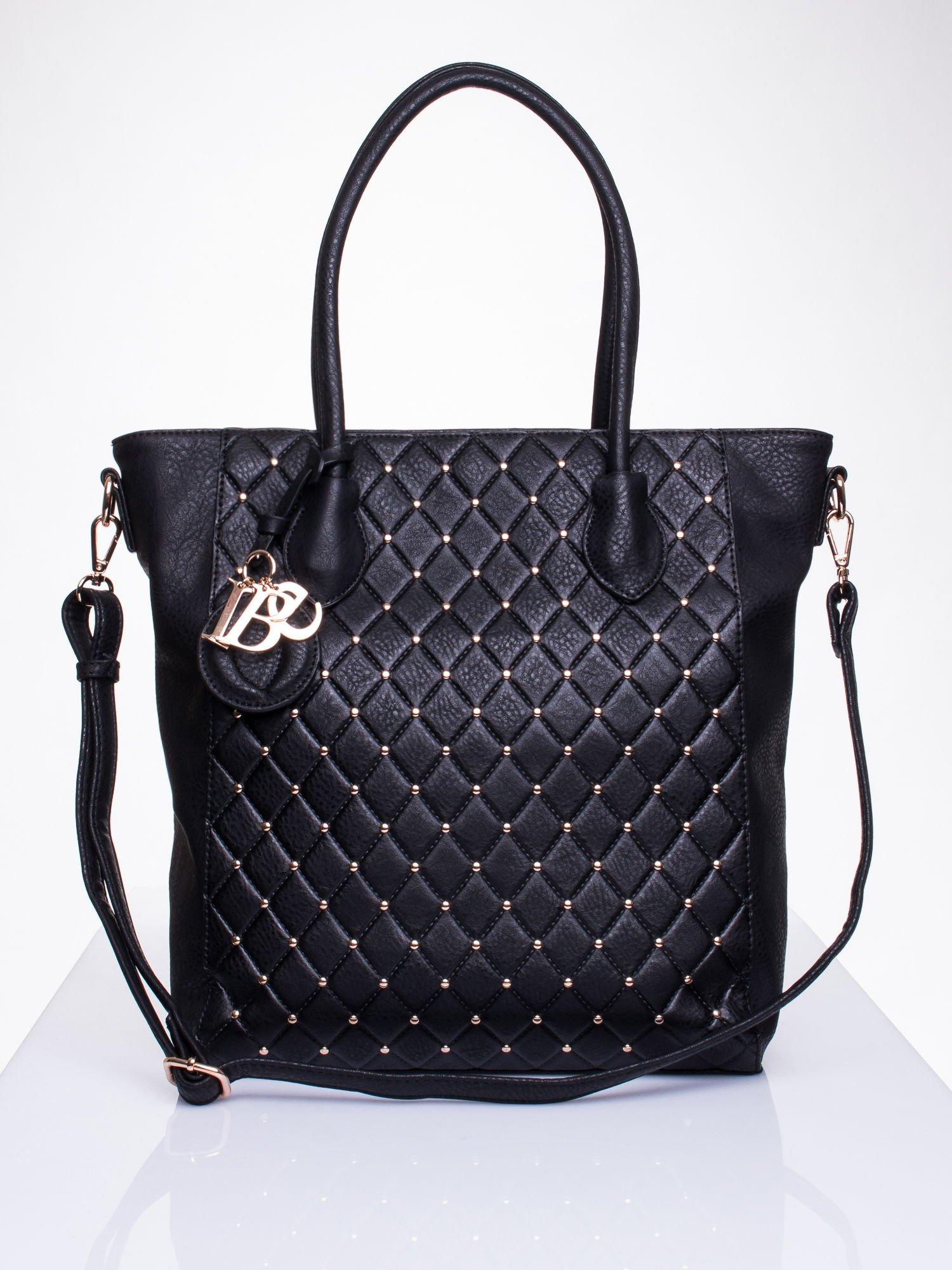 Czarna torebka z pikowaniem i dżetami                                  zdj.                                  1