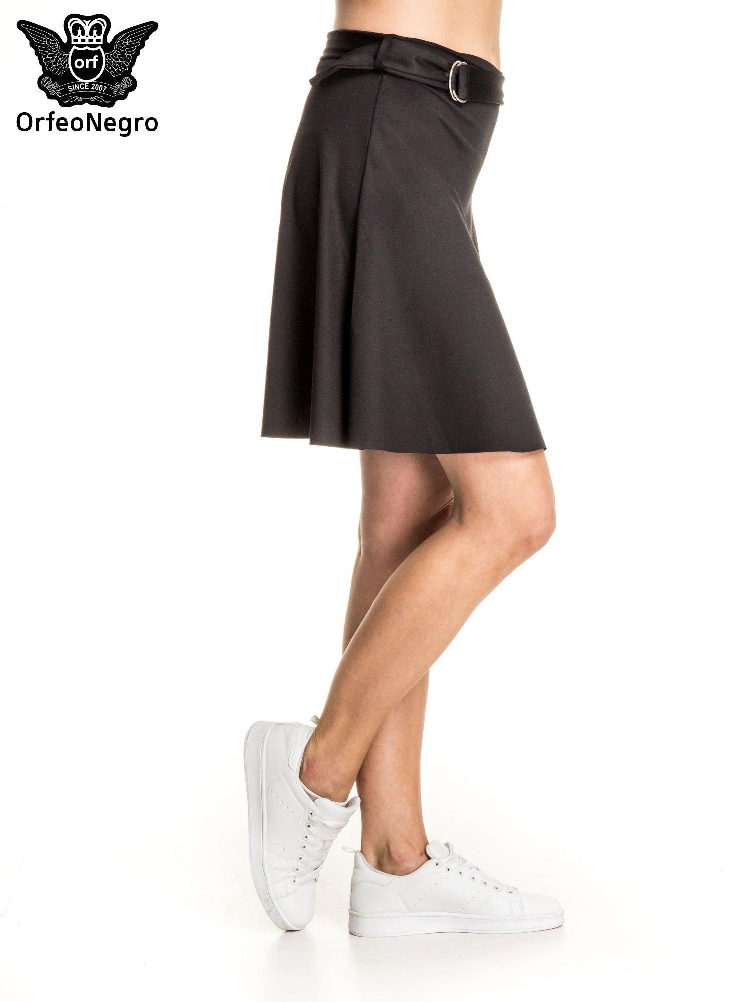 Czarna trapezowa spódnica z paskiem z klamrą                                  zdj.                                  3