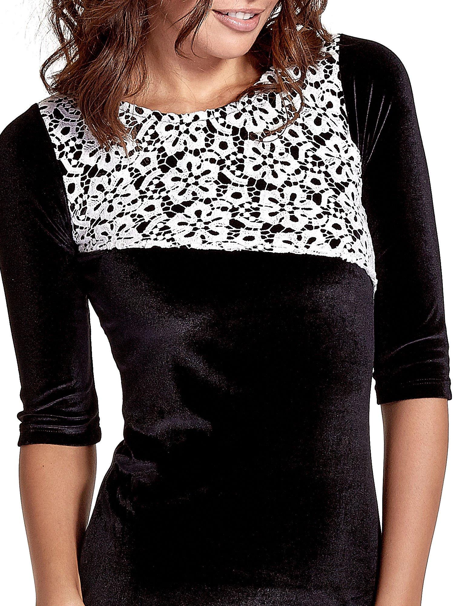 Czarna welurowa sukienka z koronkowym wykończeniem                                  zdj.                                  5