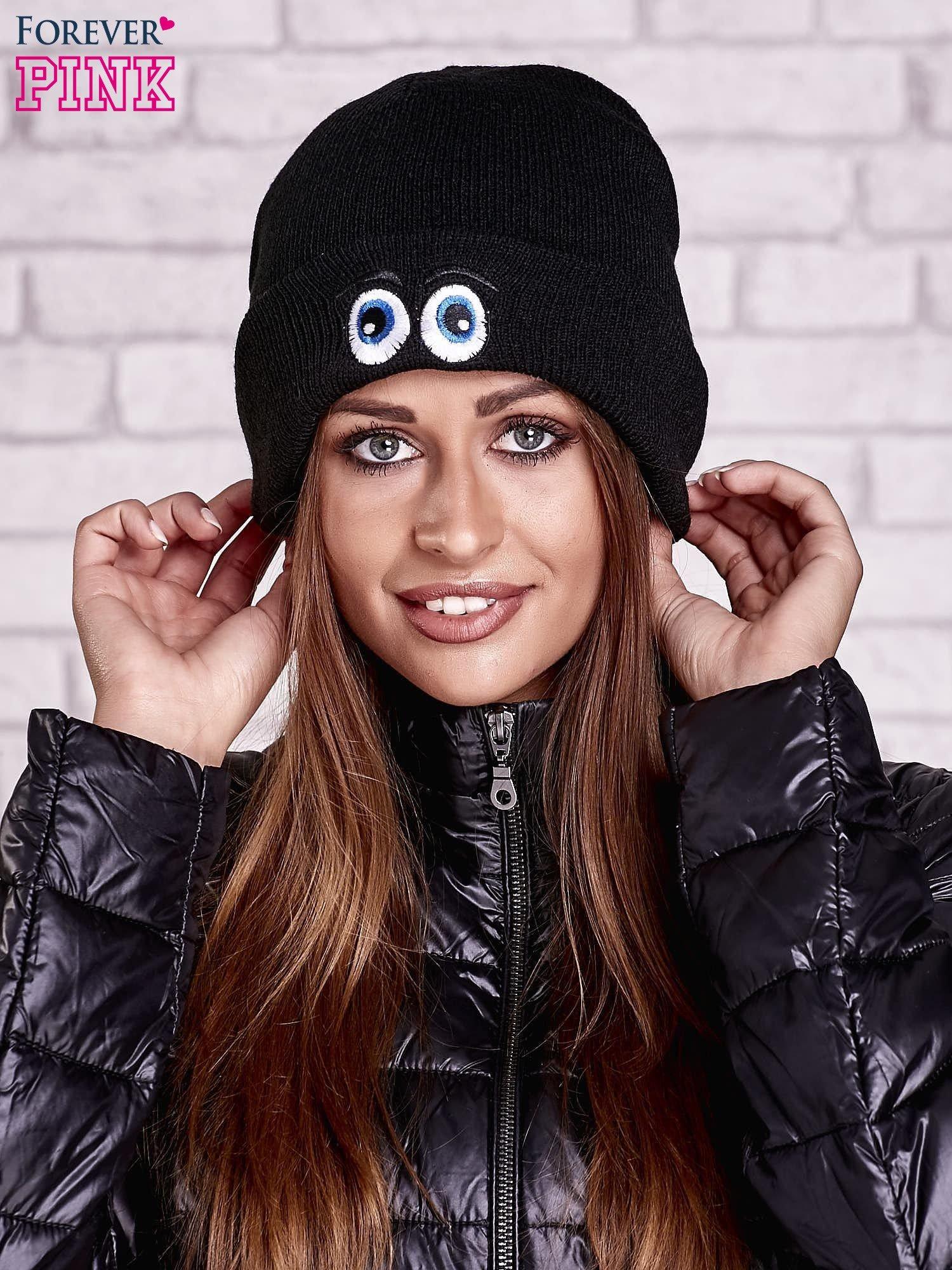 Czarna wywijana czapka z nadrukiem oczu                                  zdj.                                  1