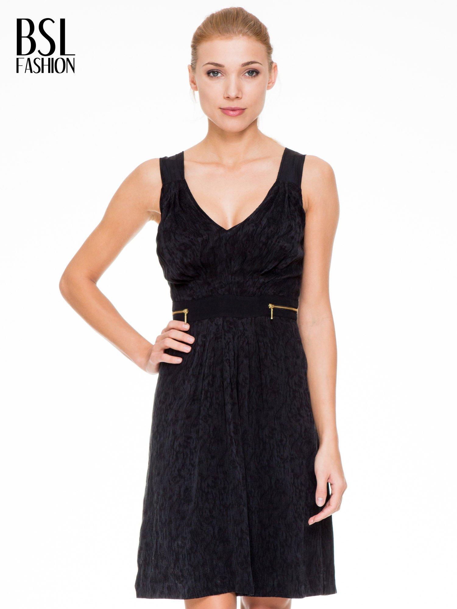 Czarna wzorzysta sukienka z suwakami                                  zdj.                                  1