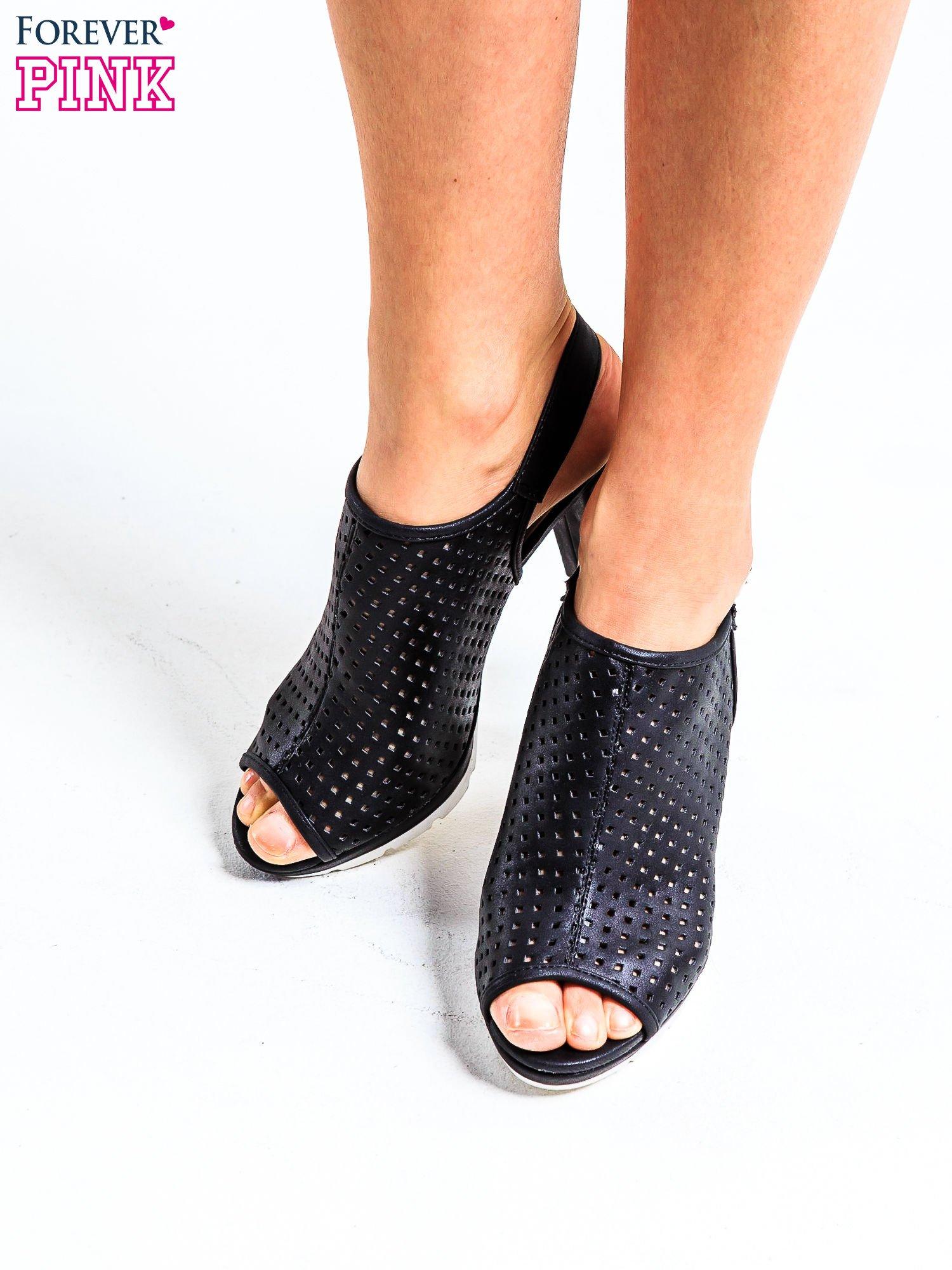 Czarne ażurowe sandały faux leather Smashy na słupku                                  zdj.                                  1