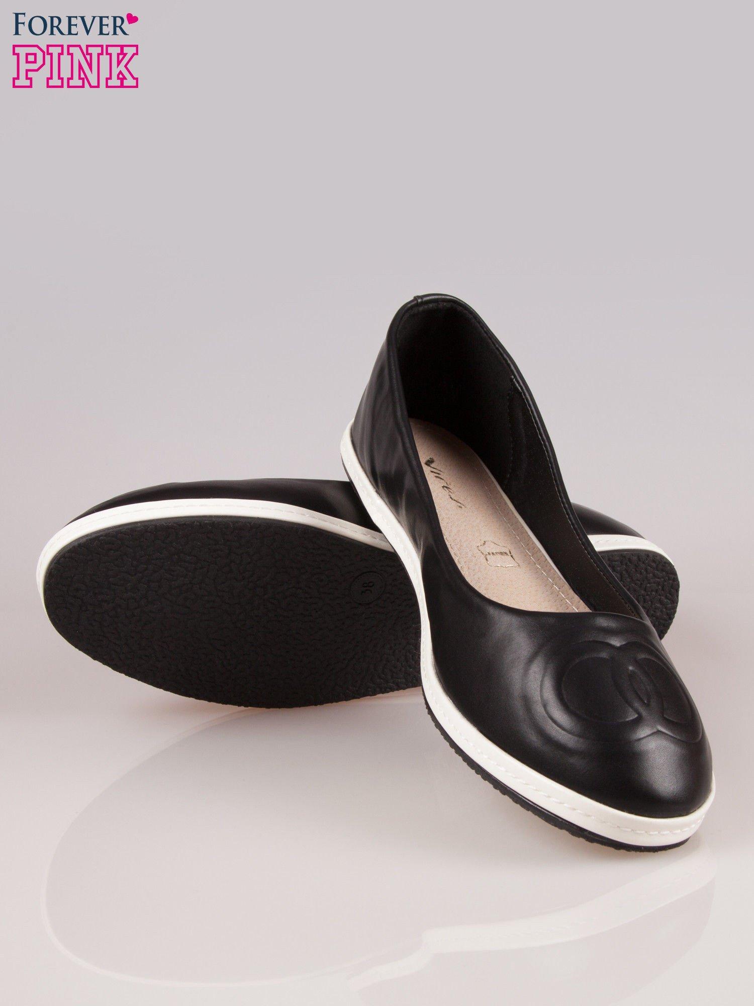 Czarne baleriny Sunny ze smukłym noskiem na kontrastowej podeszwie                                  zdj.                                  4