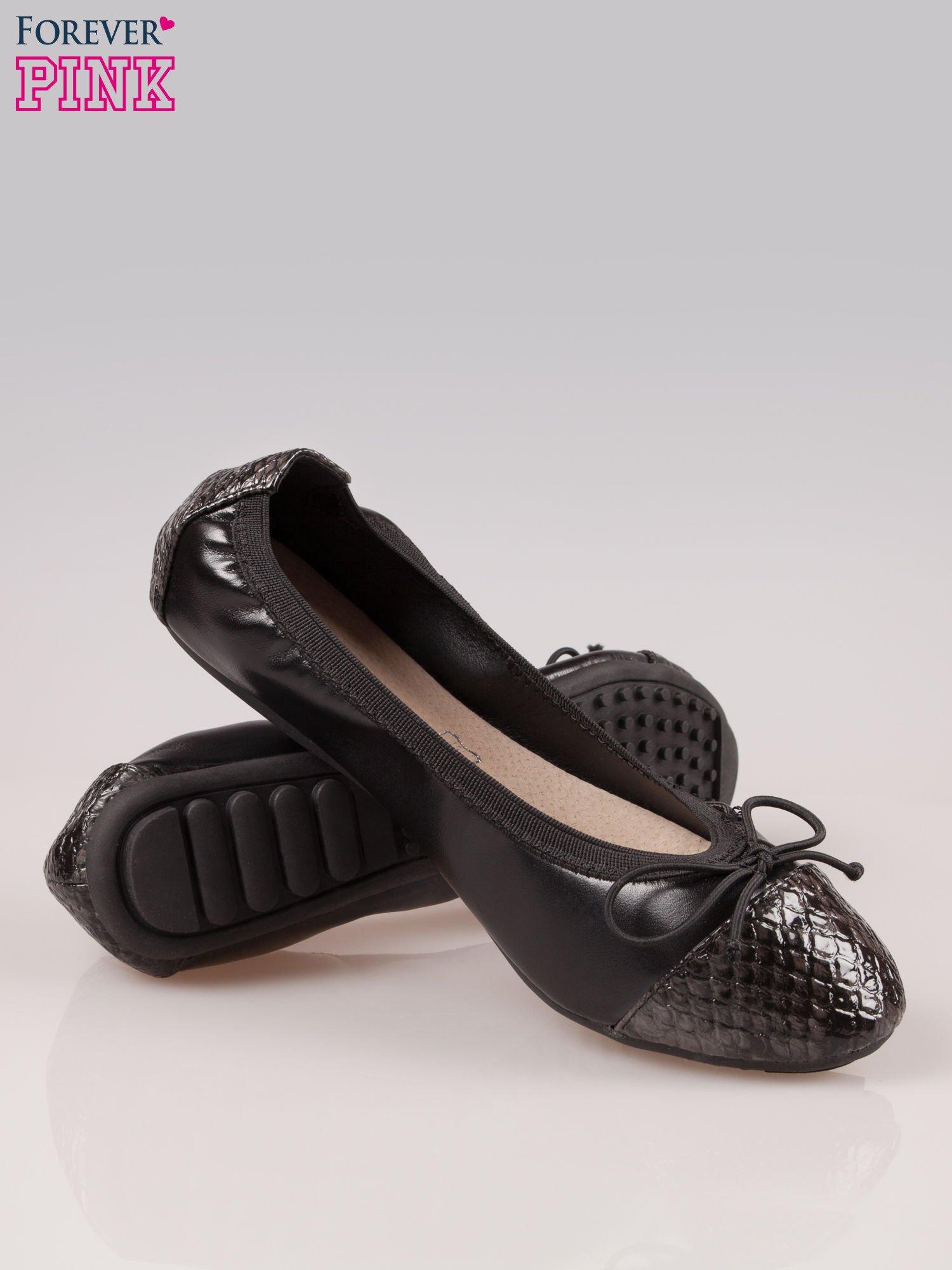 Czarne baleriny faux snake leather na gumkę z wężowym noskiem                                   zdj.                                  4