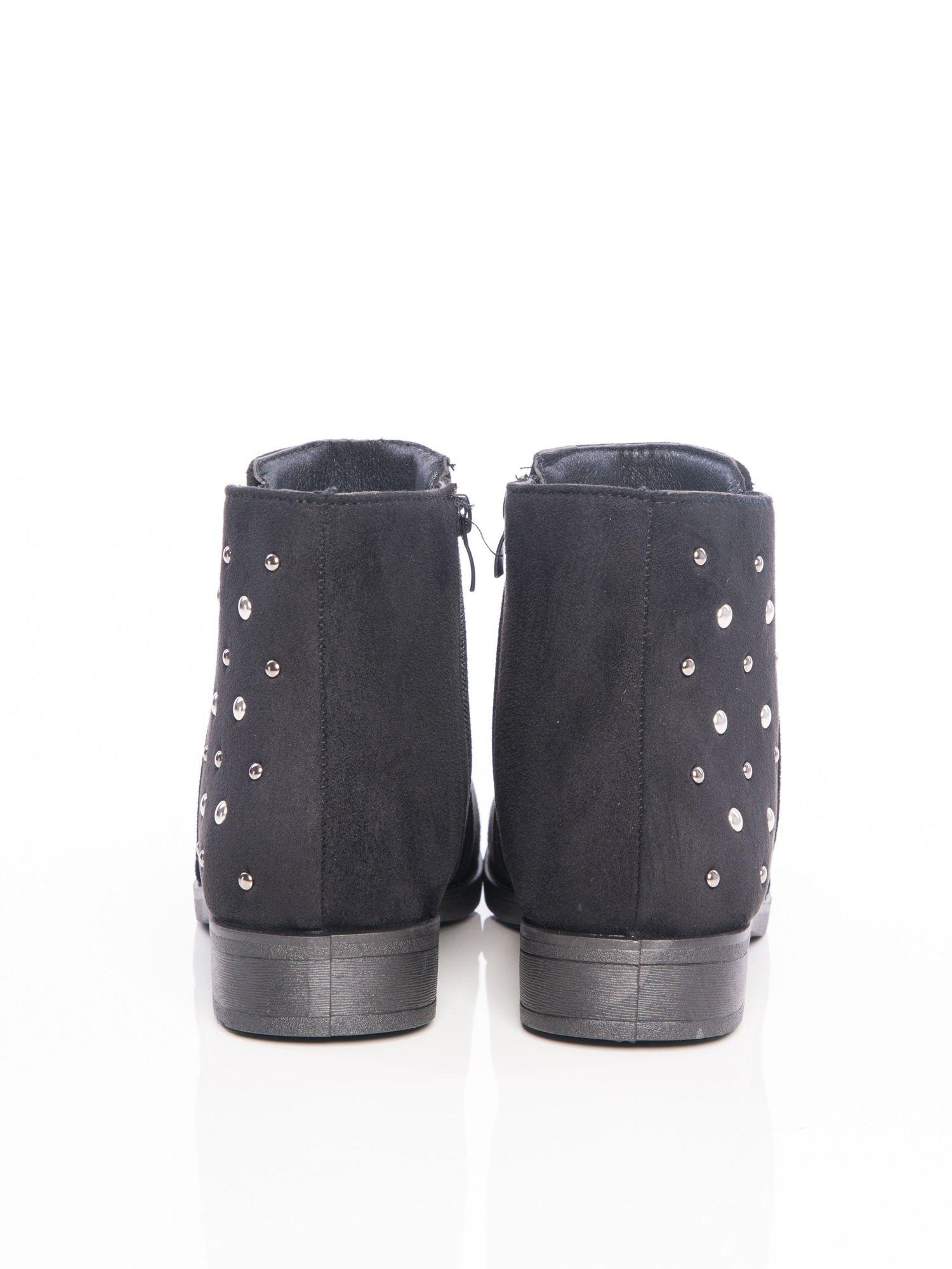 049ea82a68449 Czarne botki przed kostkę ze srebrnymi ćwiekami na boku cholewki - Buty  Botki średnie - sklep eButik.pl