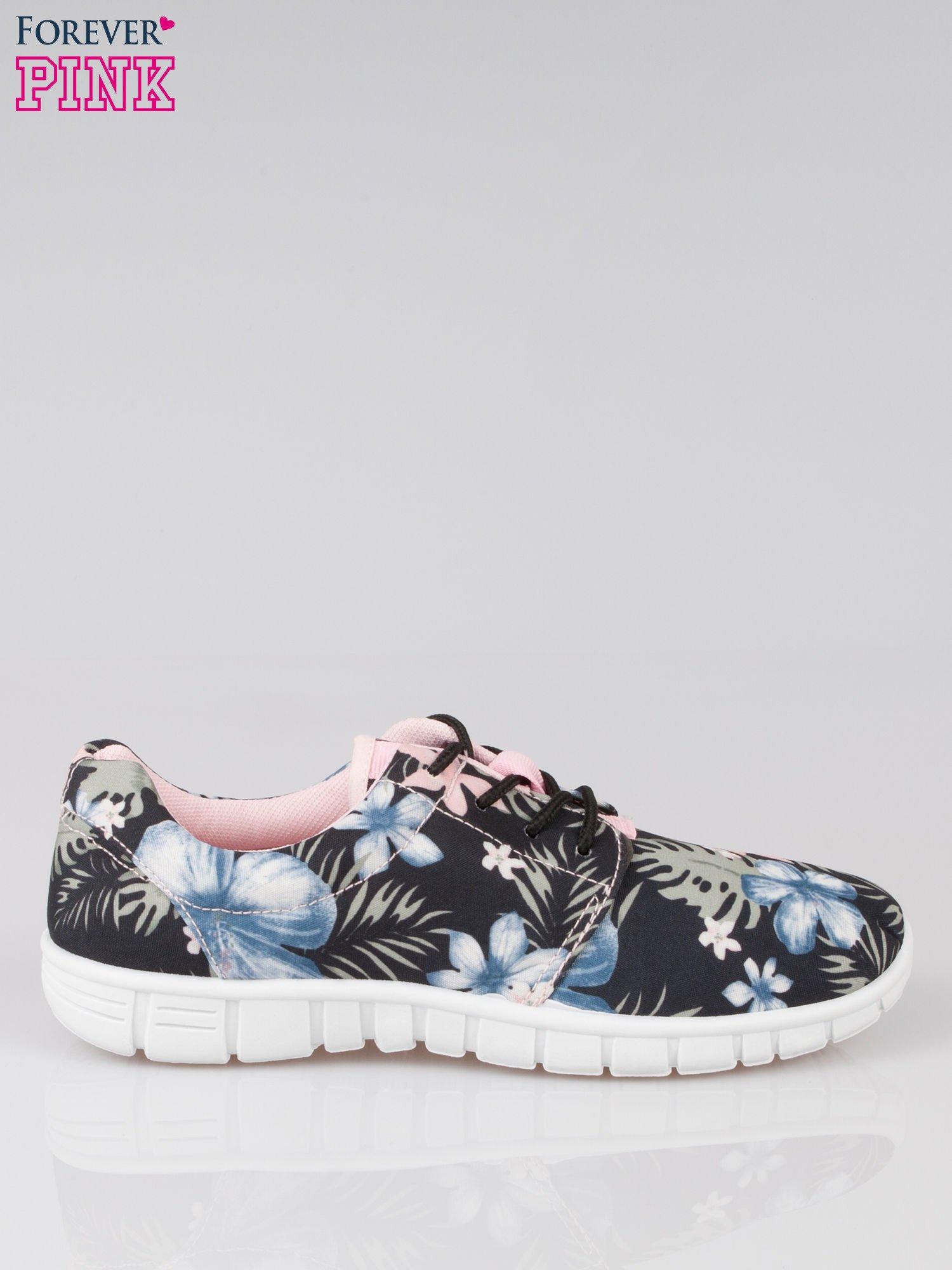 Czarne buty sportowe textile Tropicana w exotic print na podeszwie flex                                  zdj.                                  1
