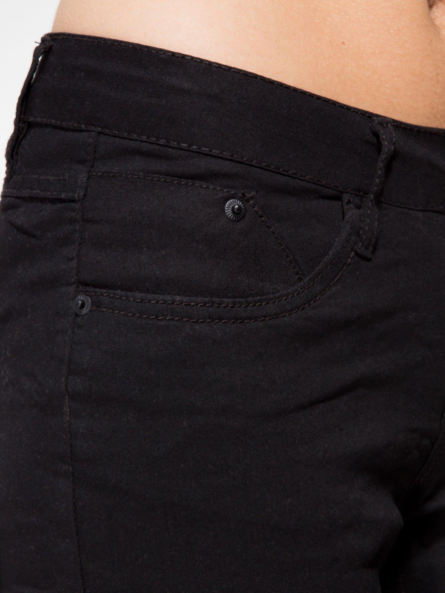 Czarne klasyczne spodnie jeansowe rurki                                  zdj.                                  6