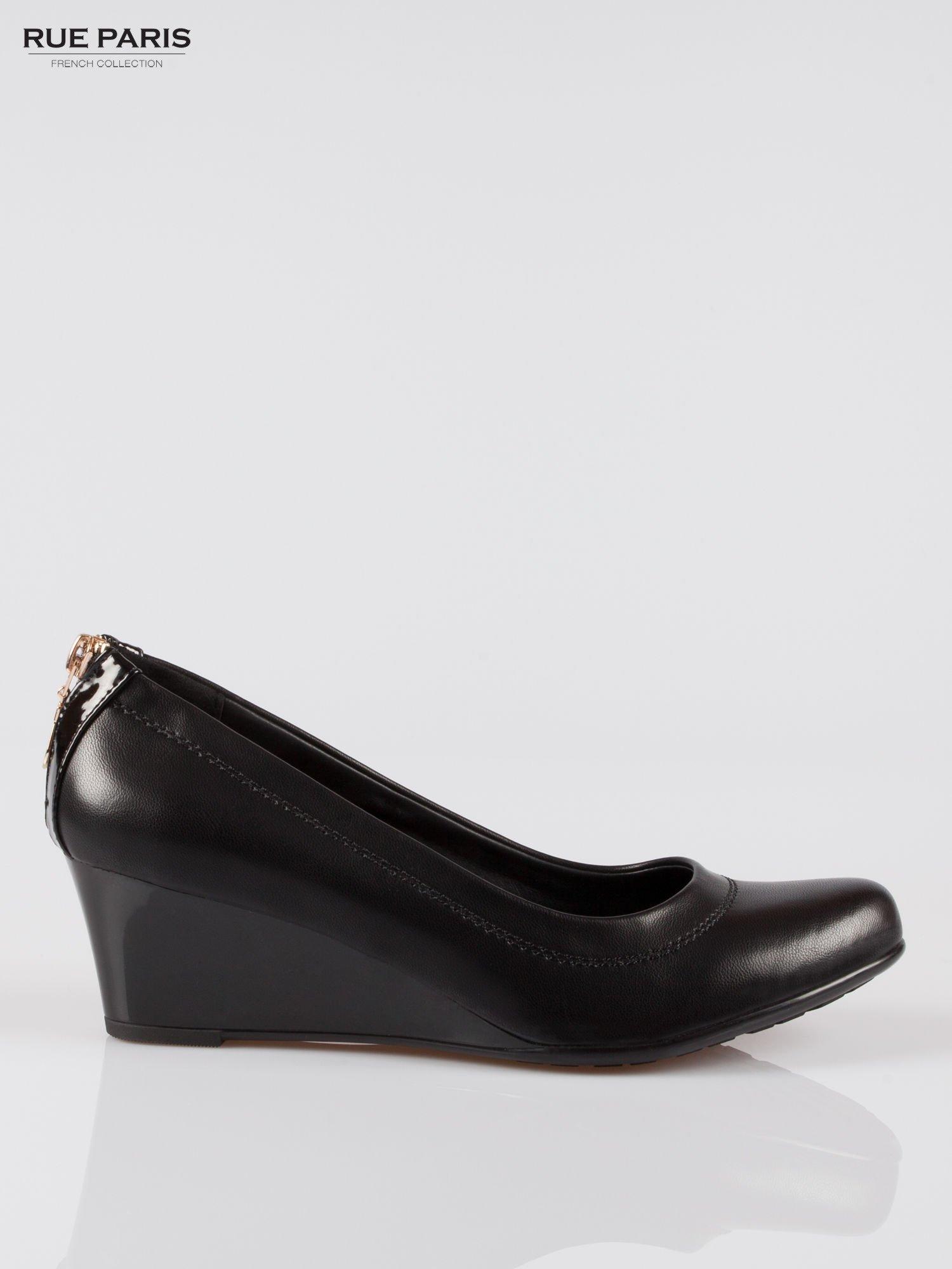 Czarne koturny faux leather Marisa ze złotym suwakiem z tyłu                                  zdj.                                  1