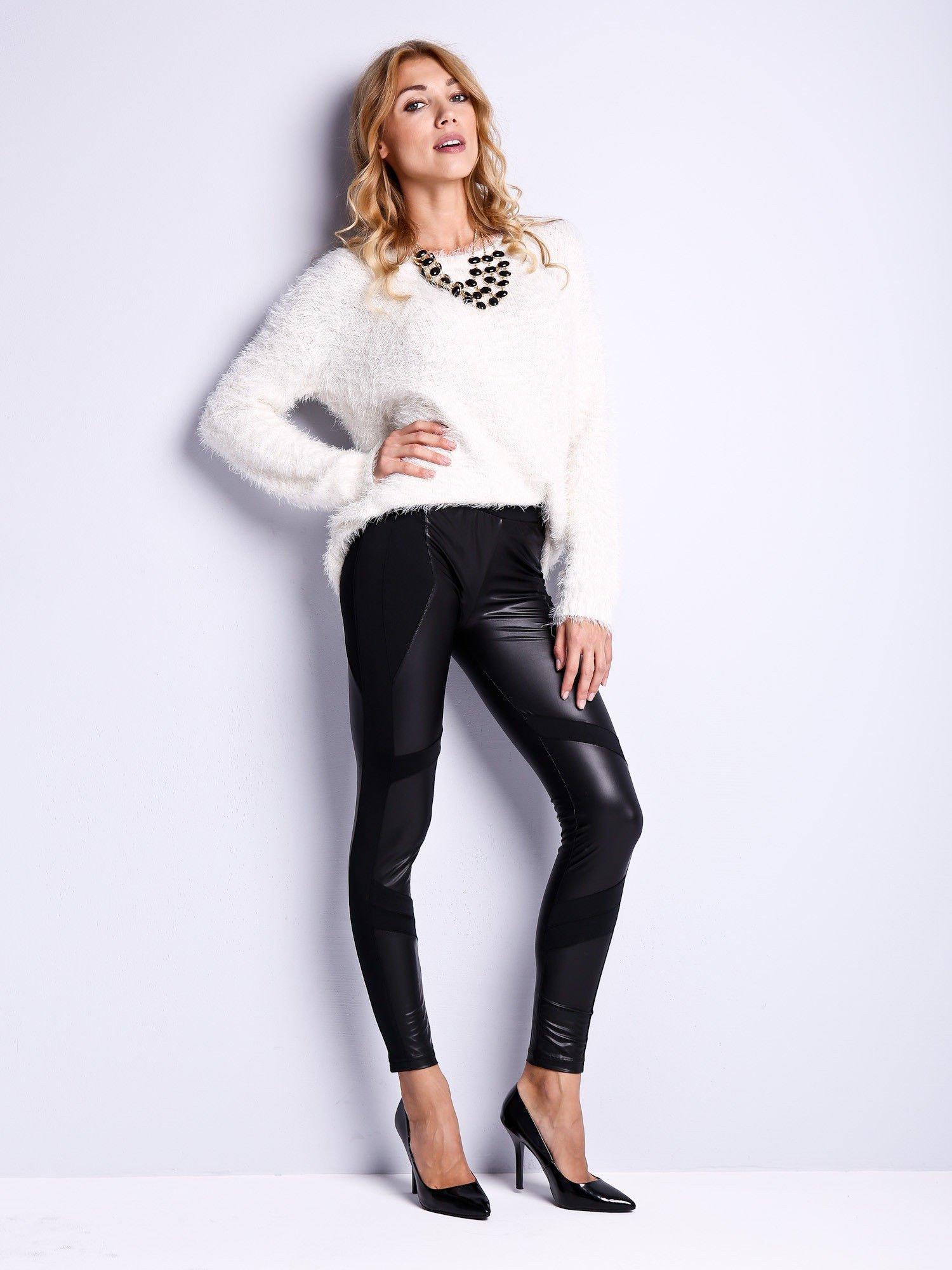 Czarne legginsy modelujące ze skórzanymi panelami                                  zdj.                                  2