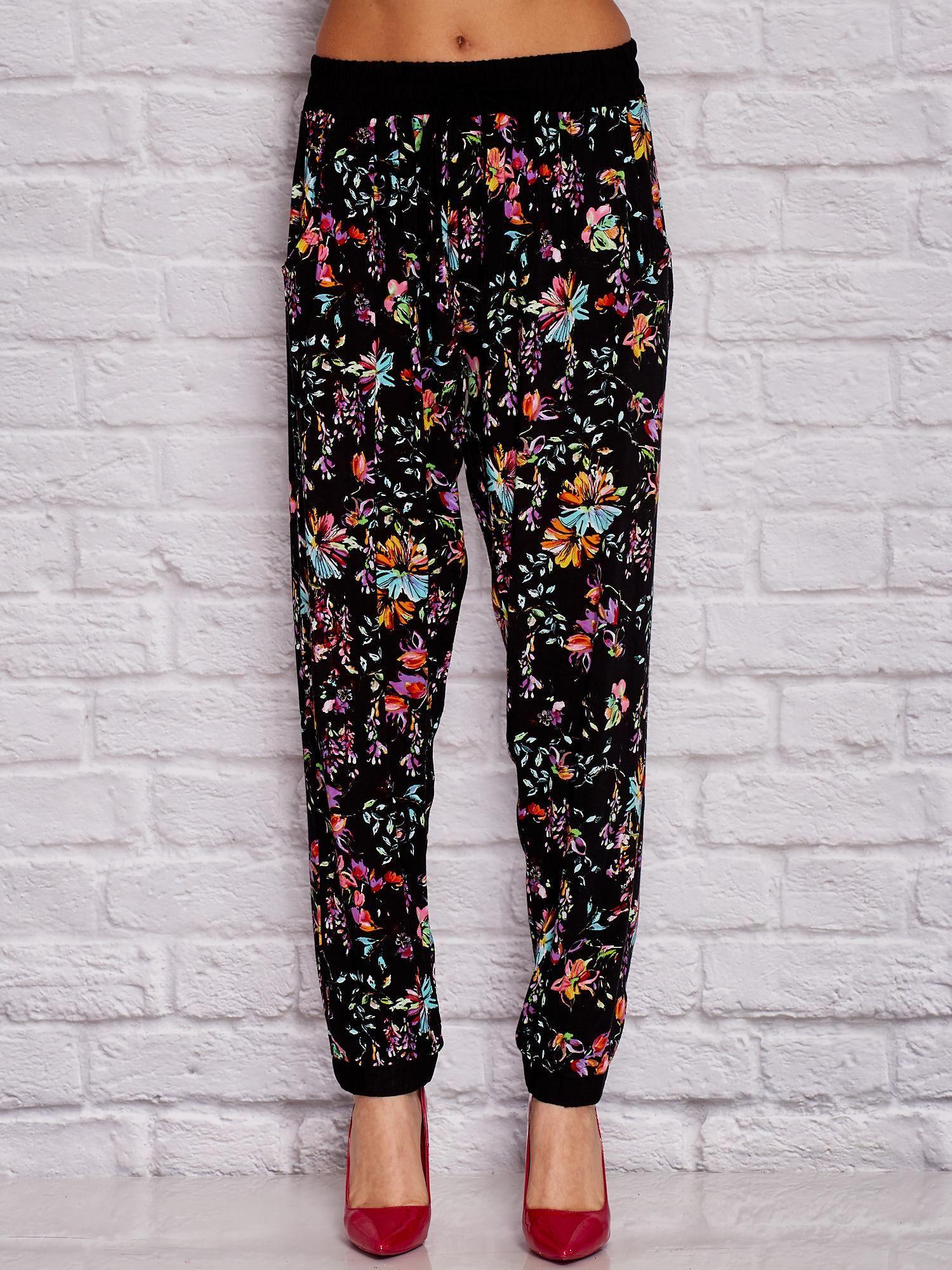 18ad030f Czarne materiałowe spodnie w kwiaty
