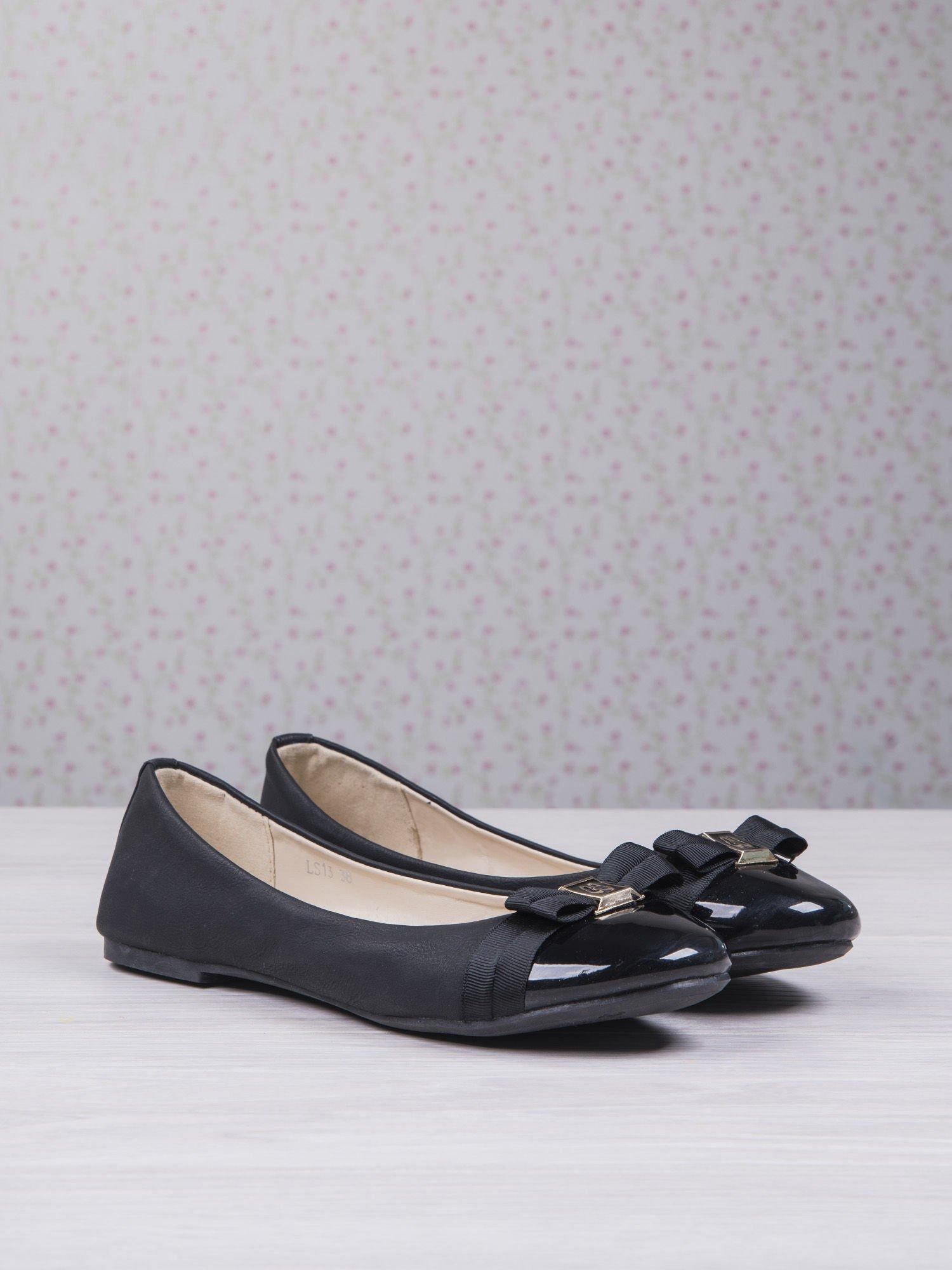 Czarne matowe baleriny Double Cream z kokardką i lakierowanym przodem                                  zdj.                                  2