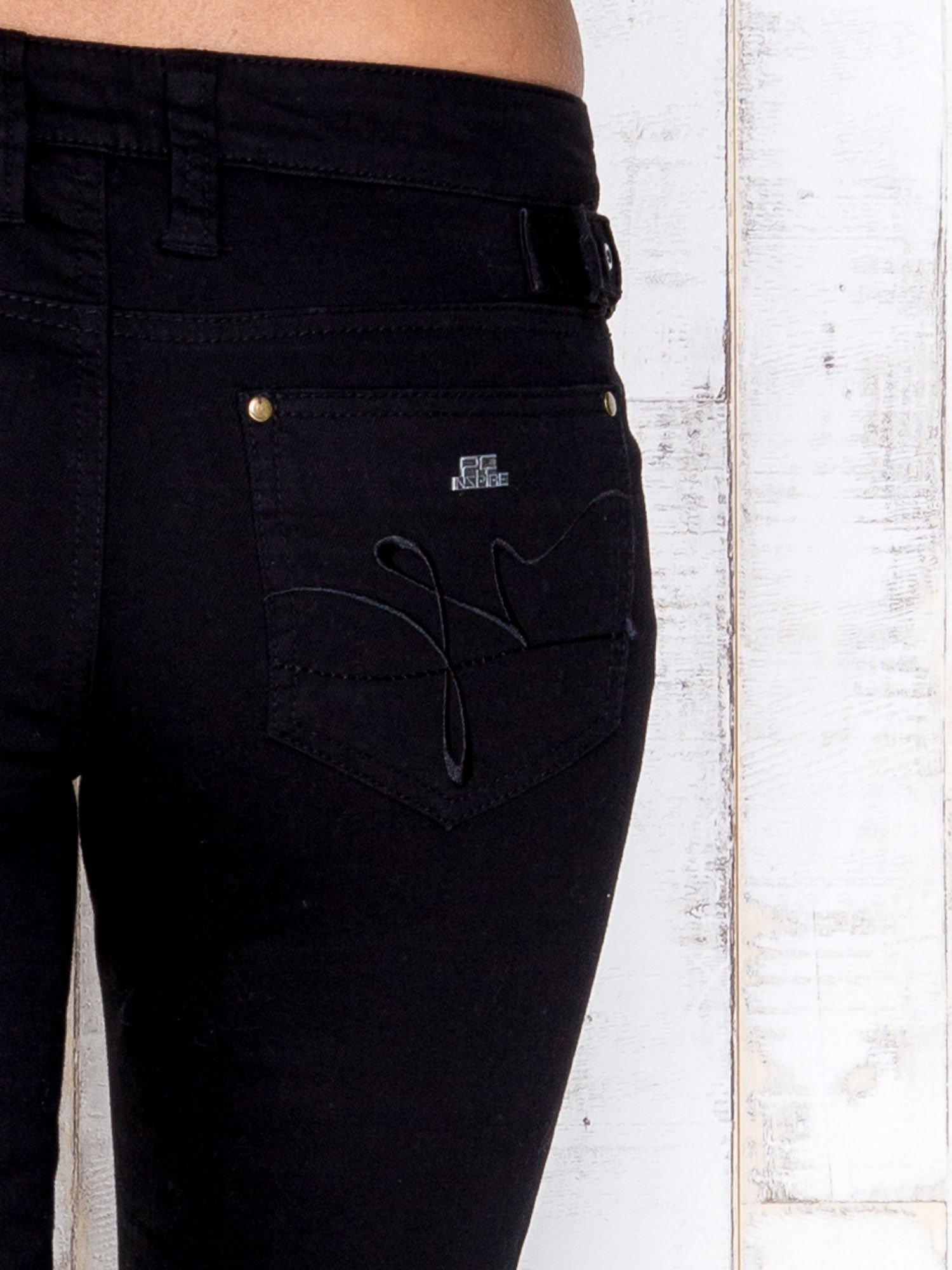 Czarne przecierane spodnie jeansowe regular jeans                                  zdj.                                  4