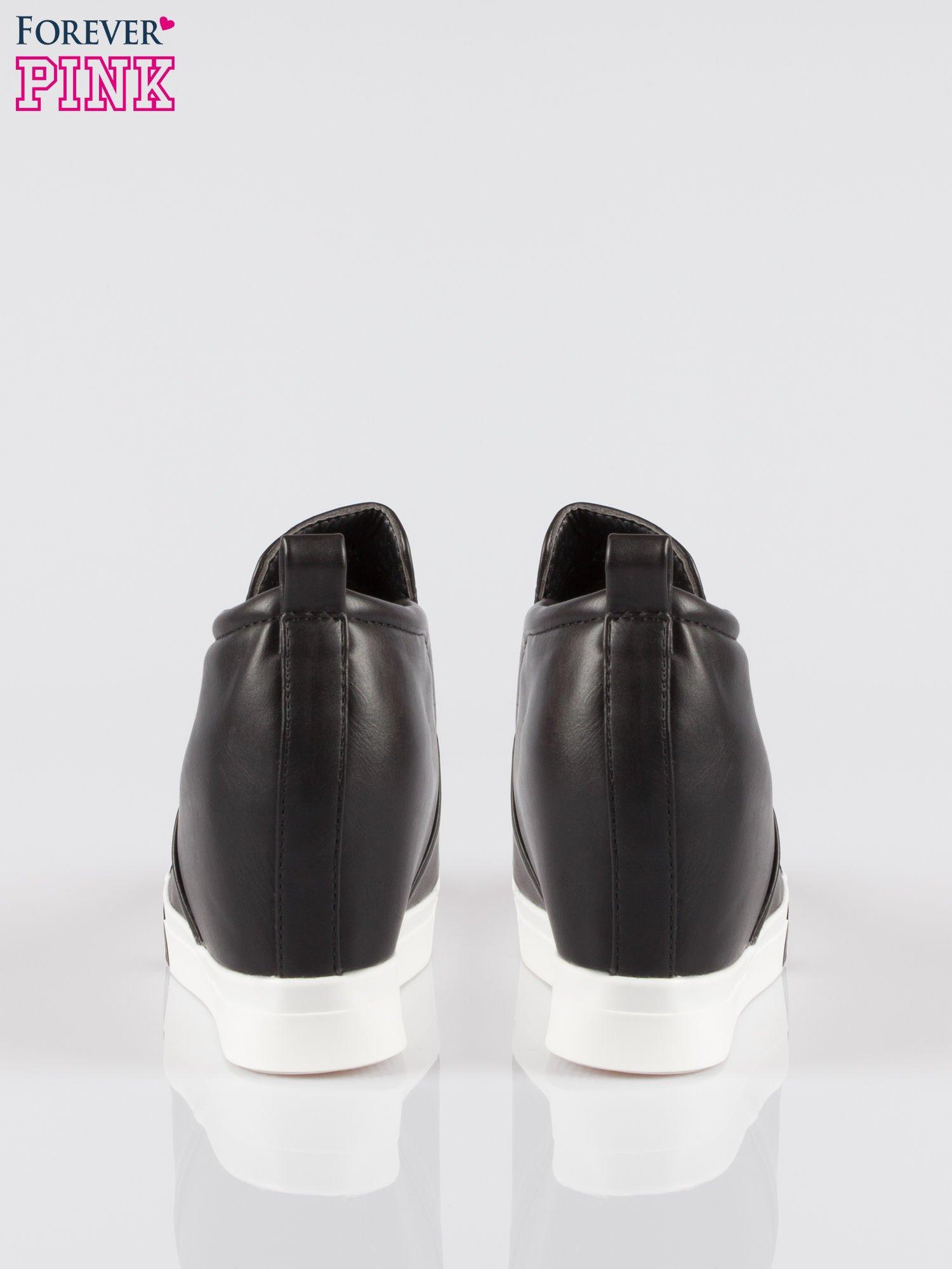 Czarne sneakersy trampki na koturnie z lakierowanym czubkiem                                  zdj.                                  3