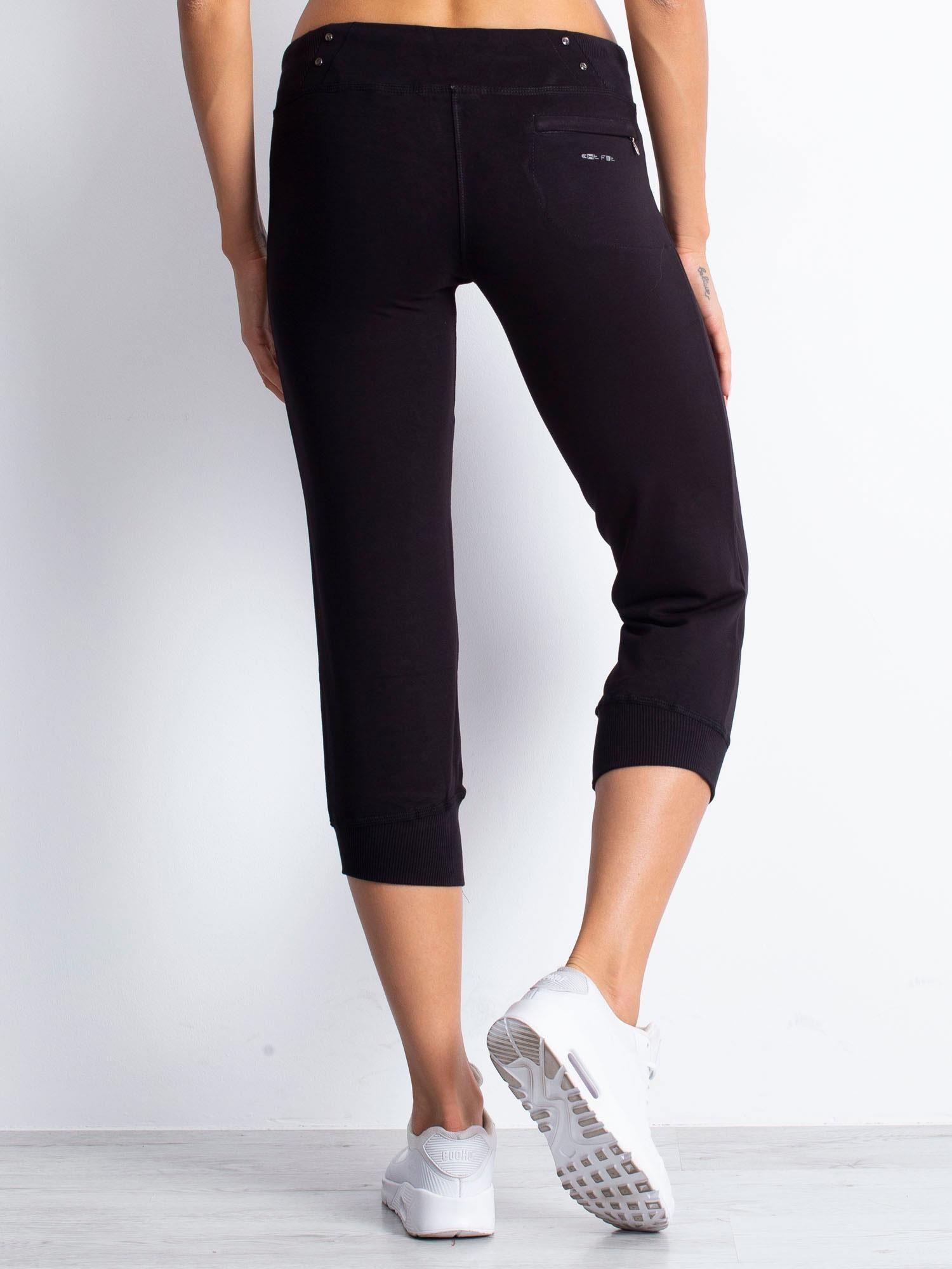 Czarne spodnie dresowe capri z kieszonką na suwak                                  zdj.                                  5