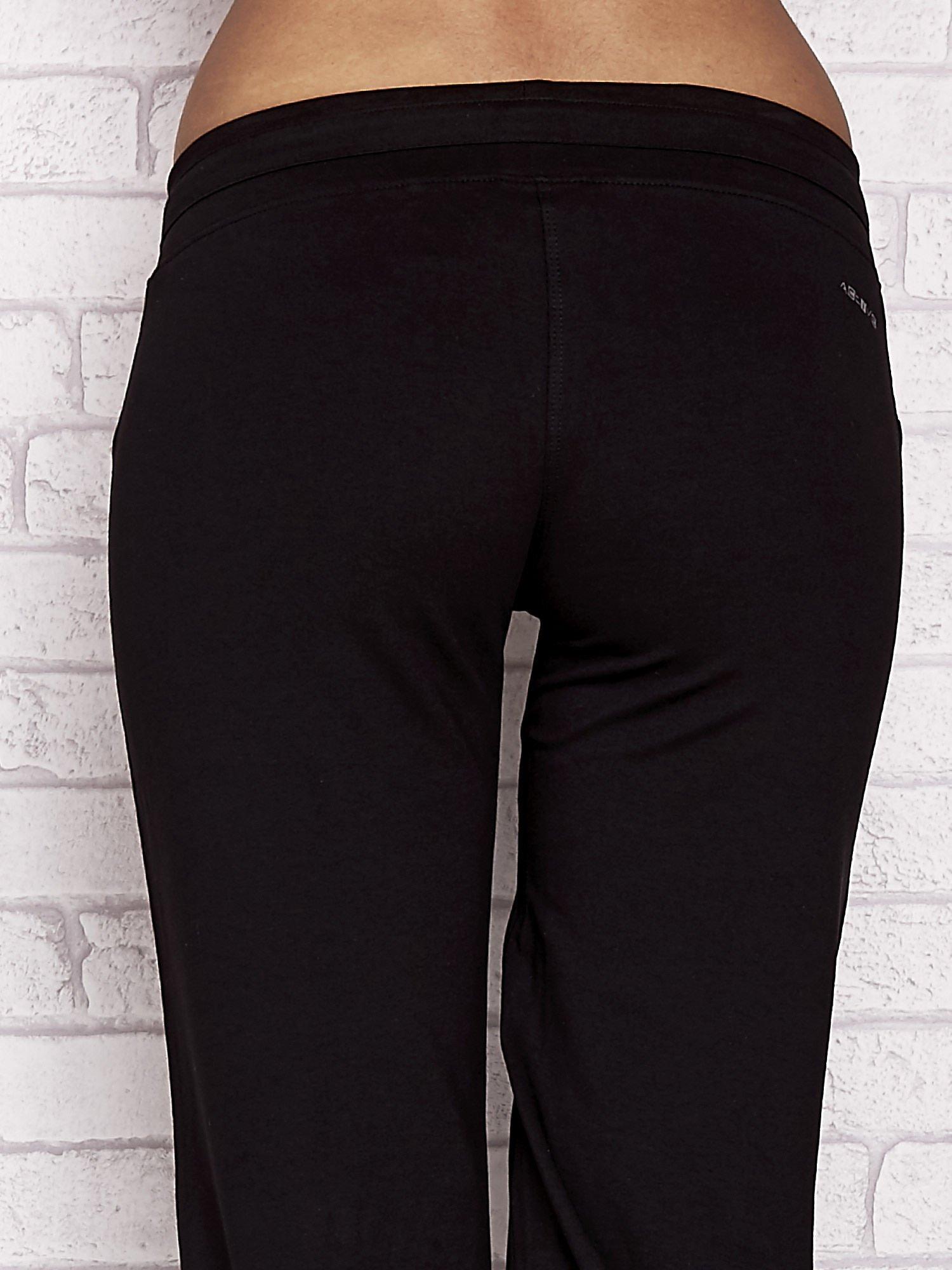 Czarne spodnie dresowe capri z napisem EXTORY                                  zdj.                                  5