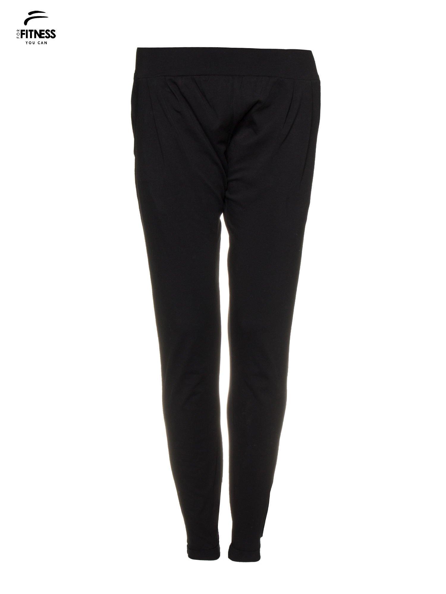 Czarne spodnie dresowe z prostą nogawką                                  zdj.                                  4