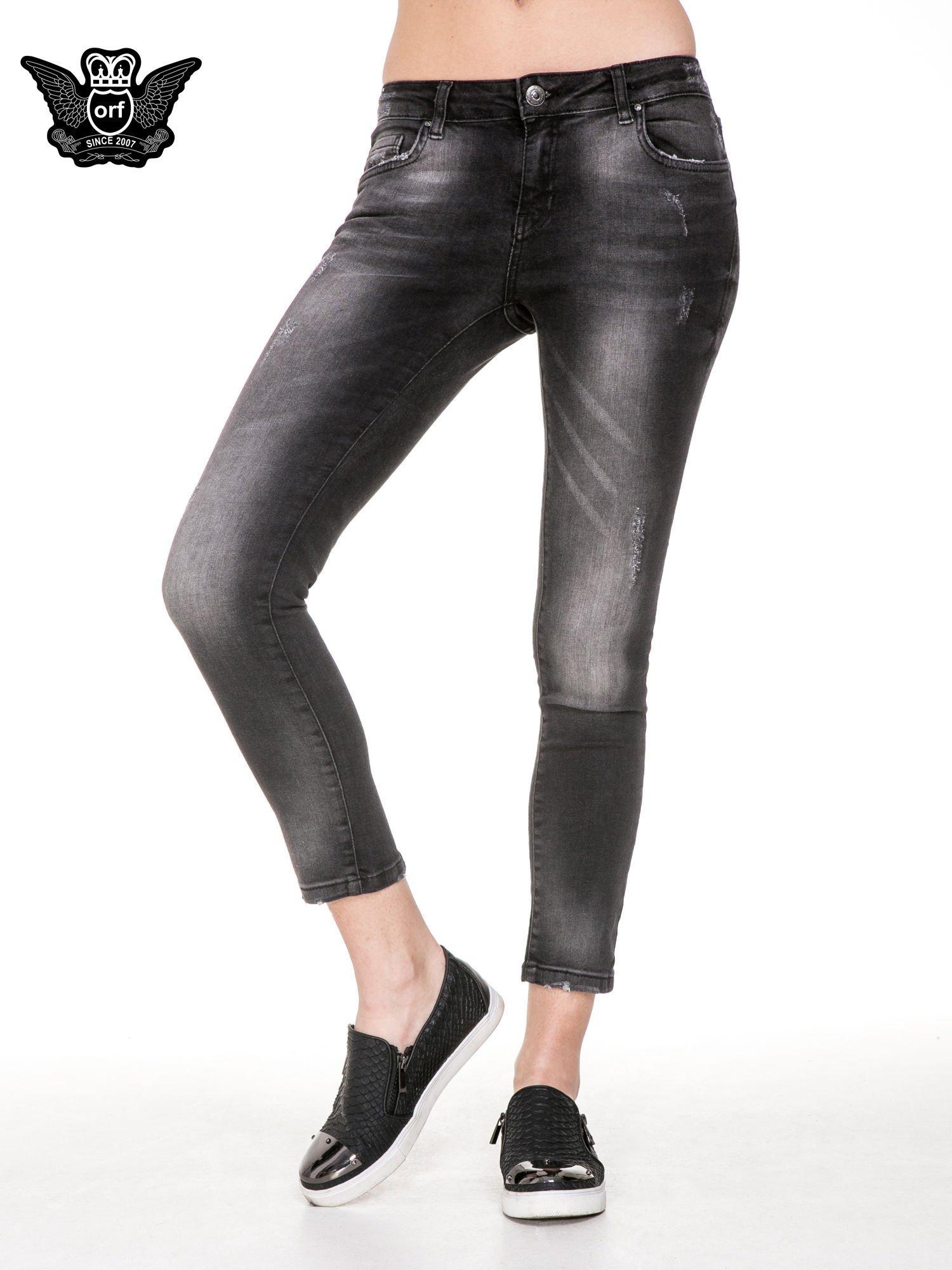 Czarne spodnie jeansowe 7/8 z rozjaśnianą nogawką                                  zdj.                                  1