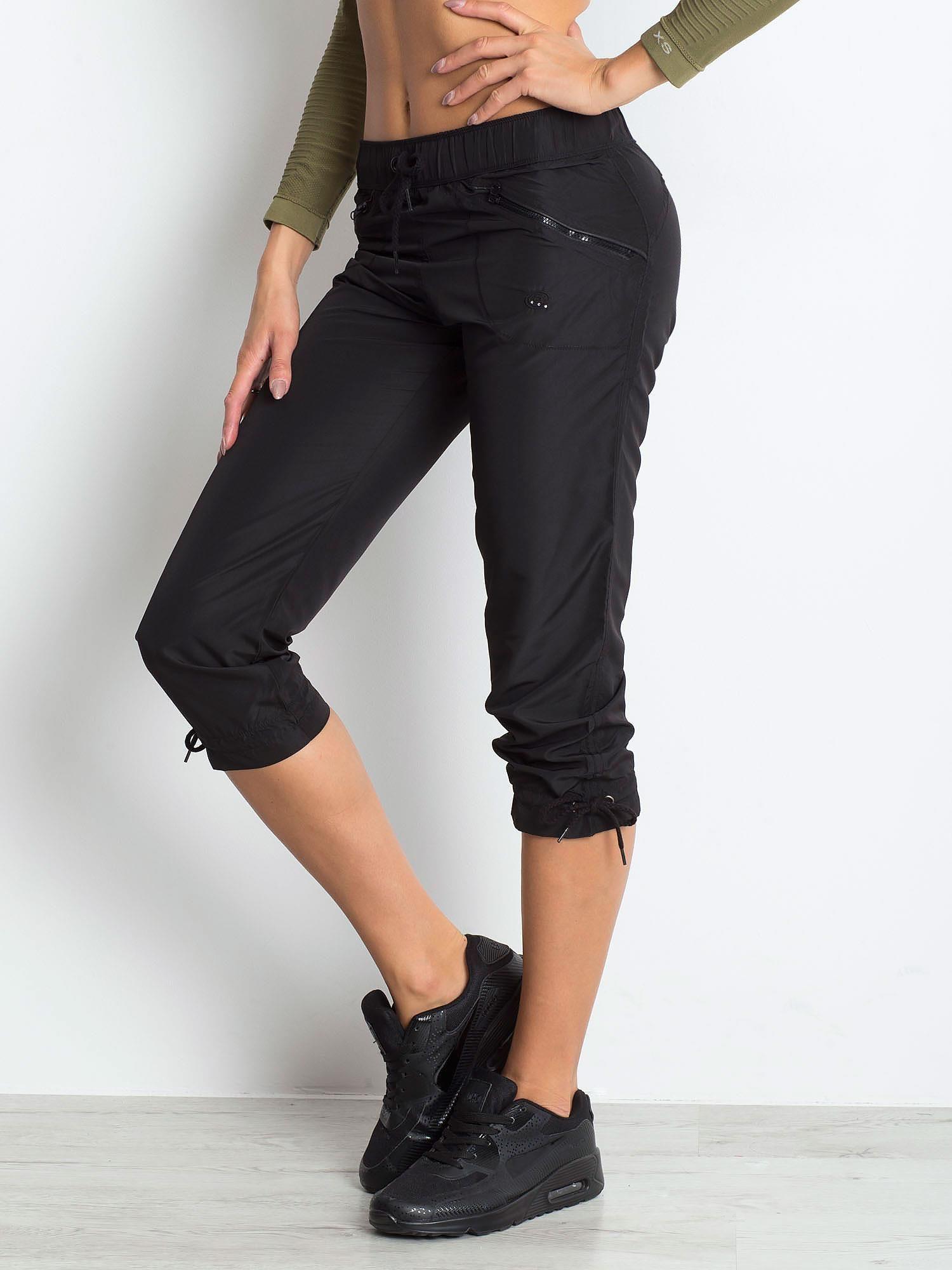 Czarne spodnie sportowe capri z wiązaniem                                  zdj.                                  4