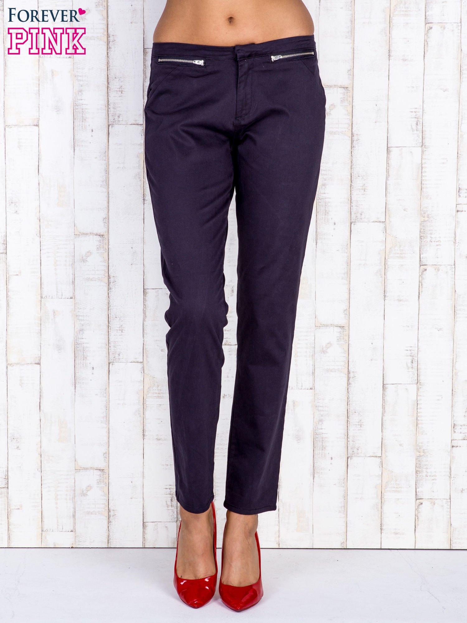 Czarne spodnie z kieszeniami na suwak                                  zdj.                                  1
