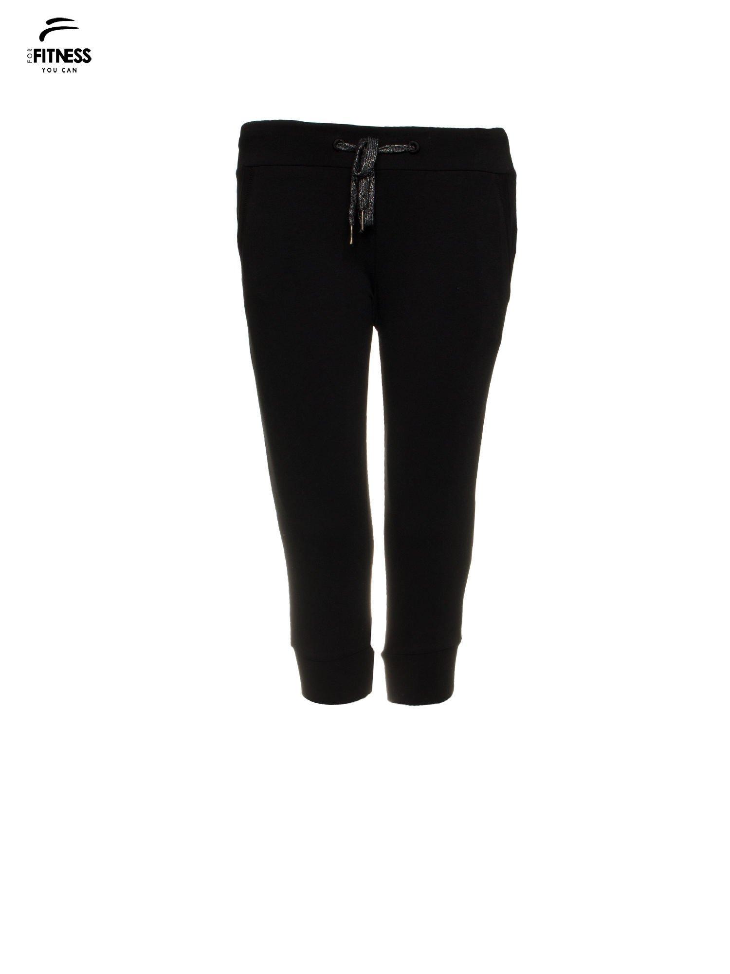 Czarne sportowe spodnie za kolano typu capri                                  zdj.                                  2